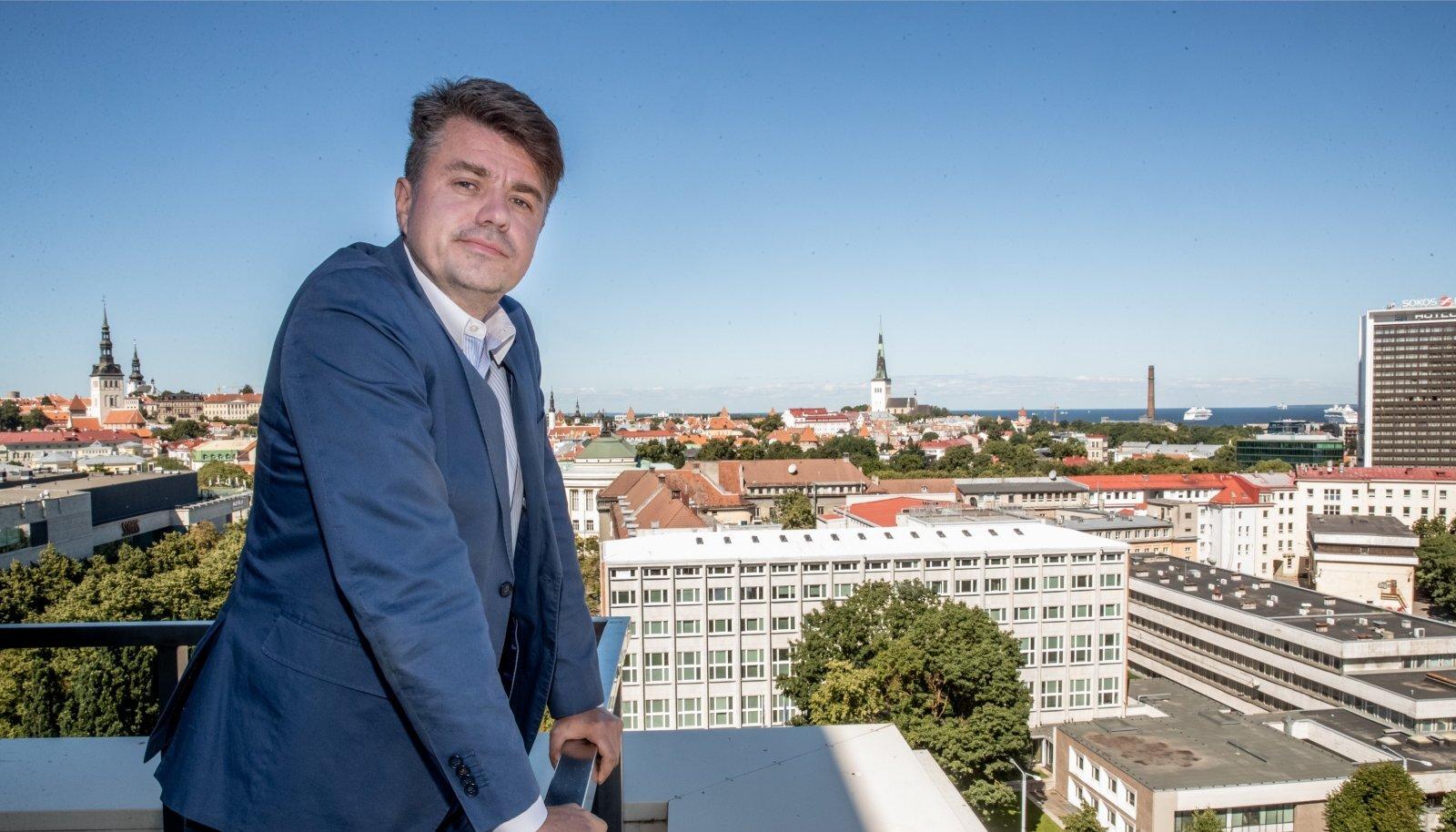 Isamaa aseesimees Urmas Reinsalu ütleb, et erakond ei triivi kuhugi ning kõik poliitilised valikud on kaalutletud ja erakonnas läbi vaieldud.