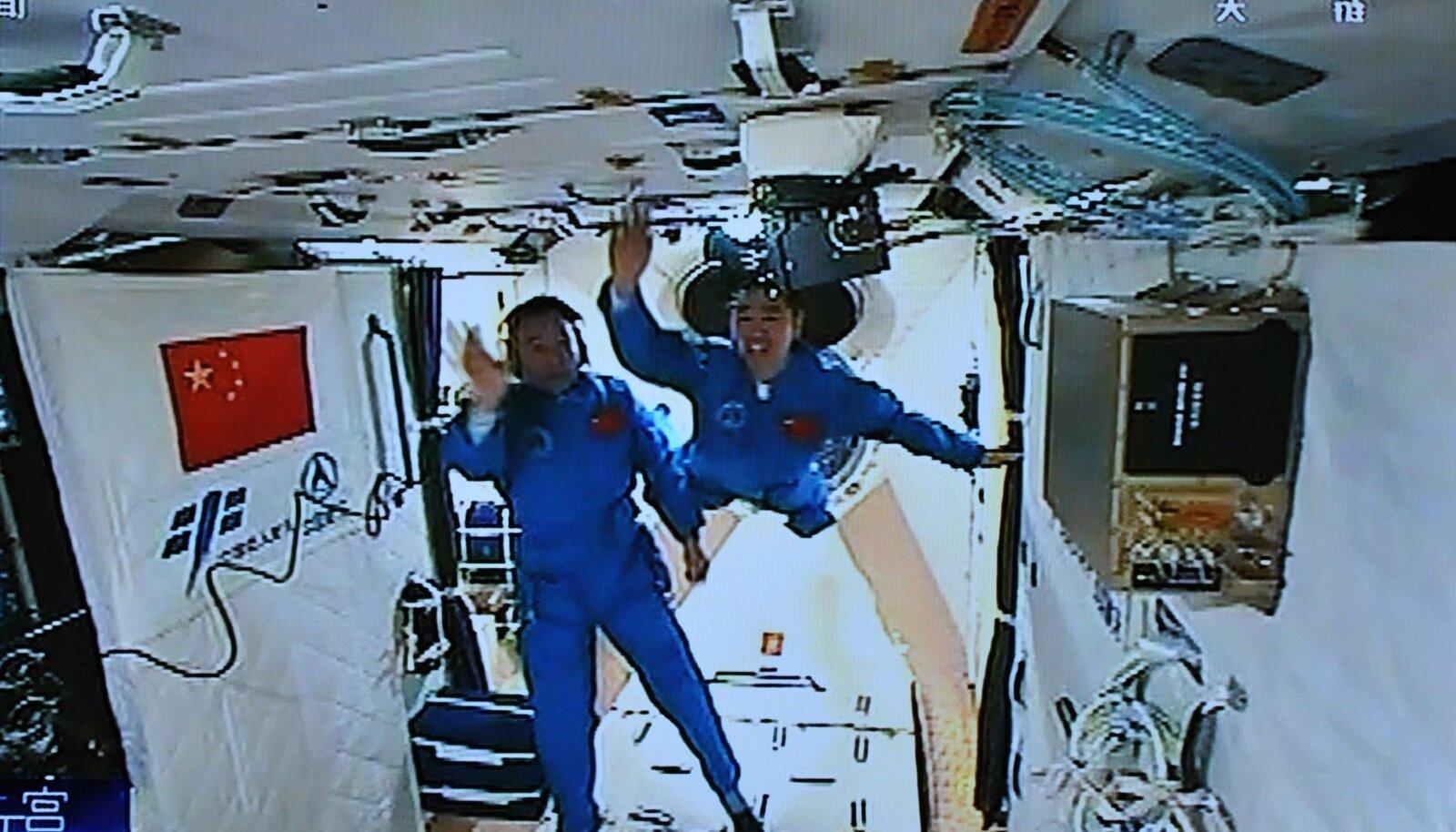 Astronaudid 2016. aastal Tiangong-2 pardal.