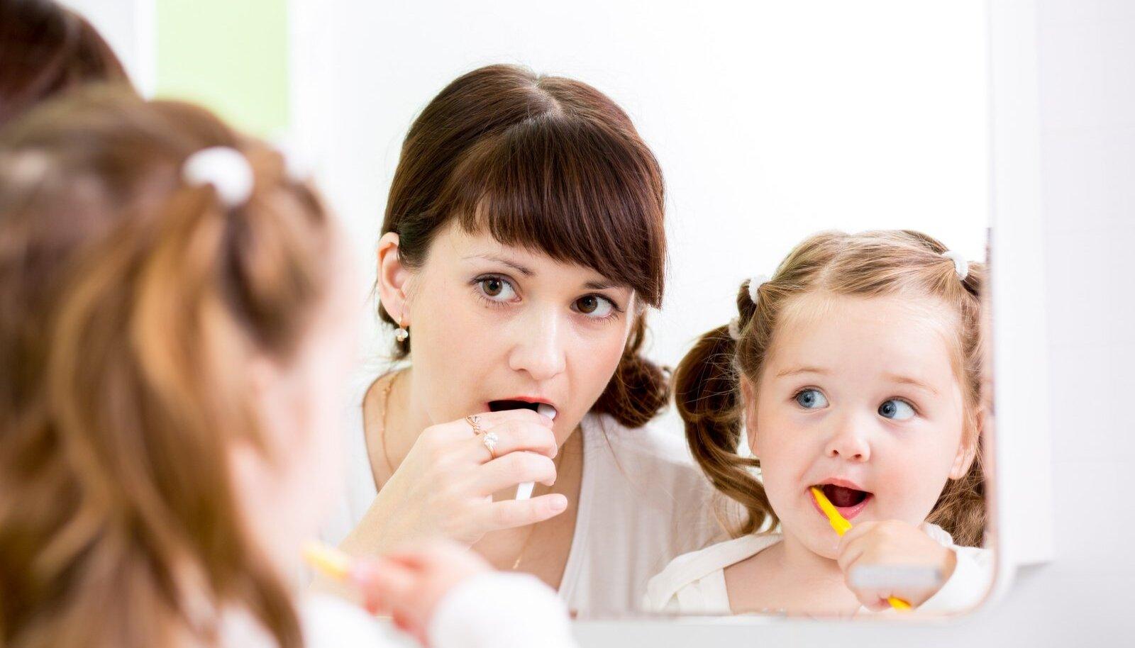 Last tuleks hammaste harjamisel abistada kuni kooliminekueani.