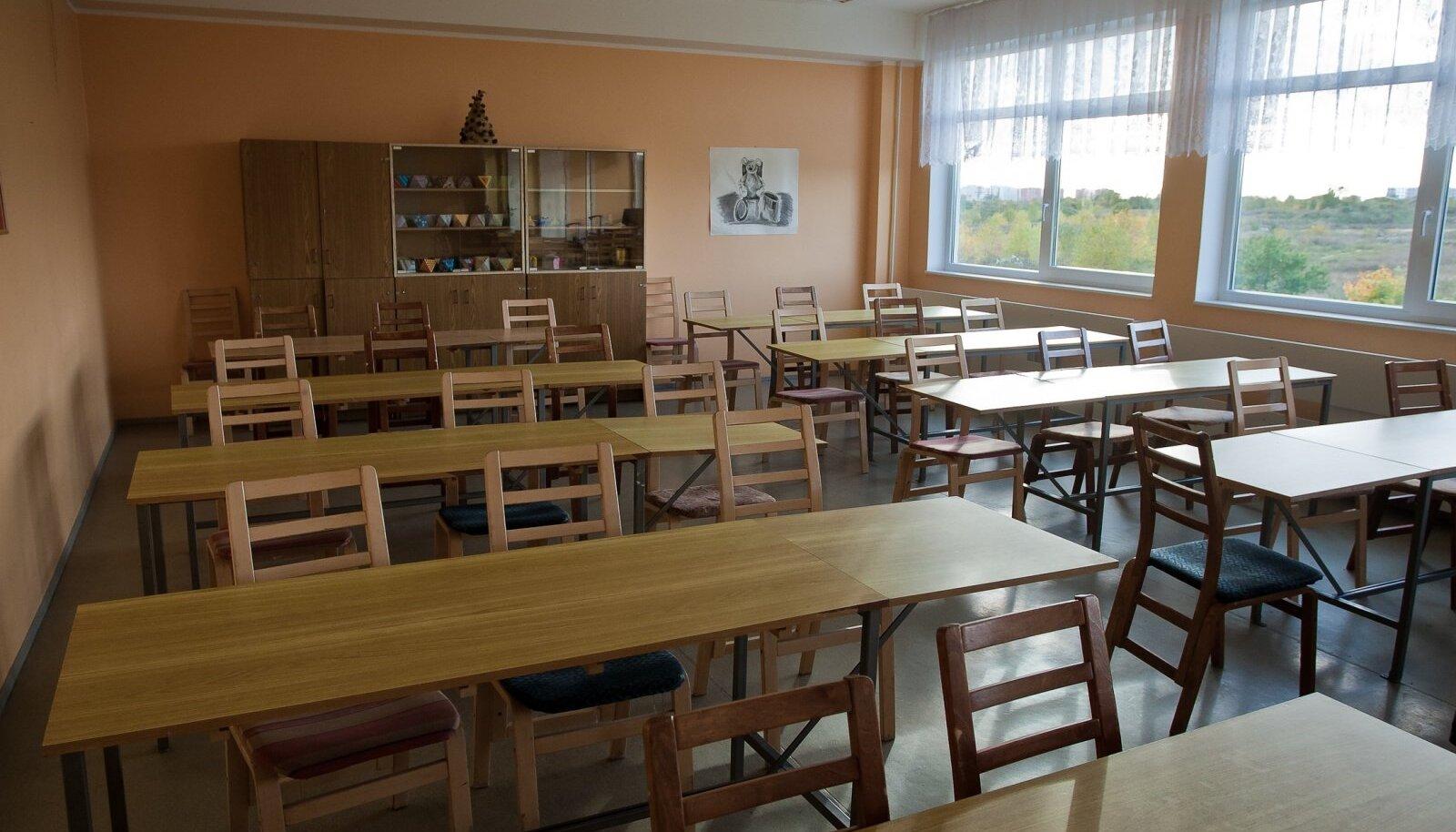 Esmaspäevast jäävad klassiruumid üle Eesti tühjaks.