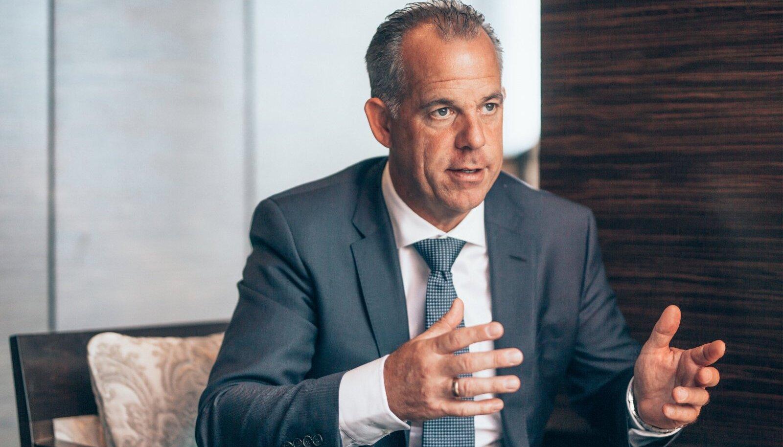 AirBalticu tegevjuhi Martin Gaussi sõnul on nad lubanud koondatud 700 inimesele, et võtavad nad tagasi, kui olud paranevad. Millal see aga juhtuda võiks, ei tea keegi.