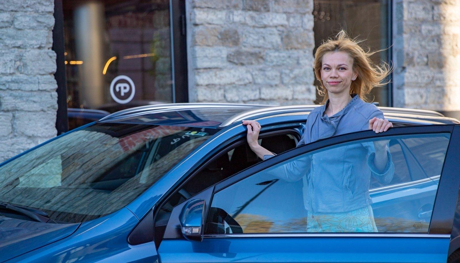 Toyota Balticu kommunikatsioonijuhi Liisi Kõivumäe sõnul on huvi hübriidsõidukite vastu suurenenud käsikäes diiselautode müügi vähenemisega.