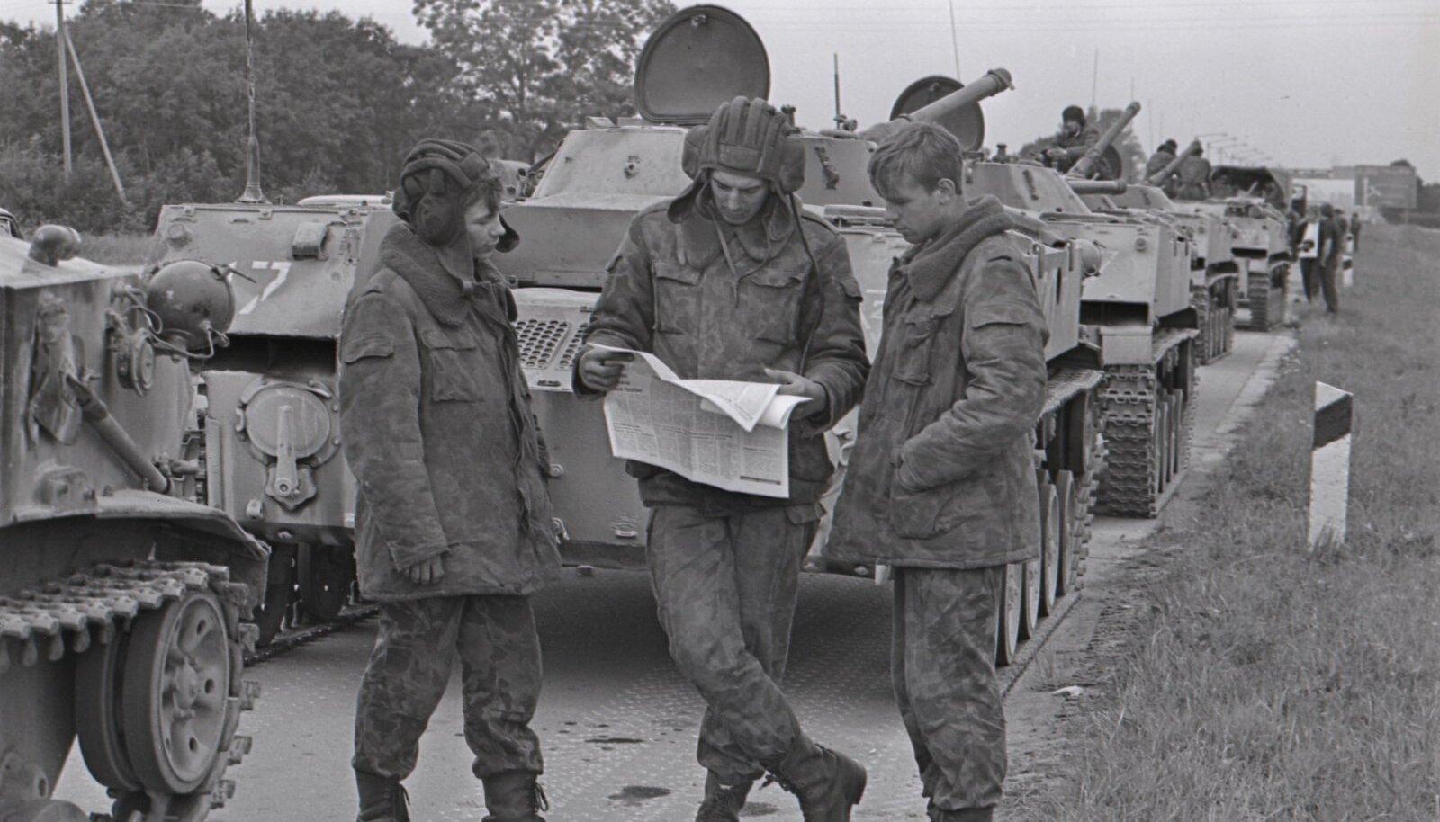 Seoses riigipöördekatsega NSV Liidus Eestisse saadetud Pihkva dessantväelased teel Tallinna.