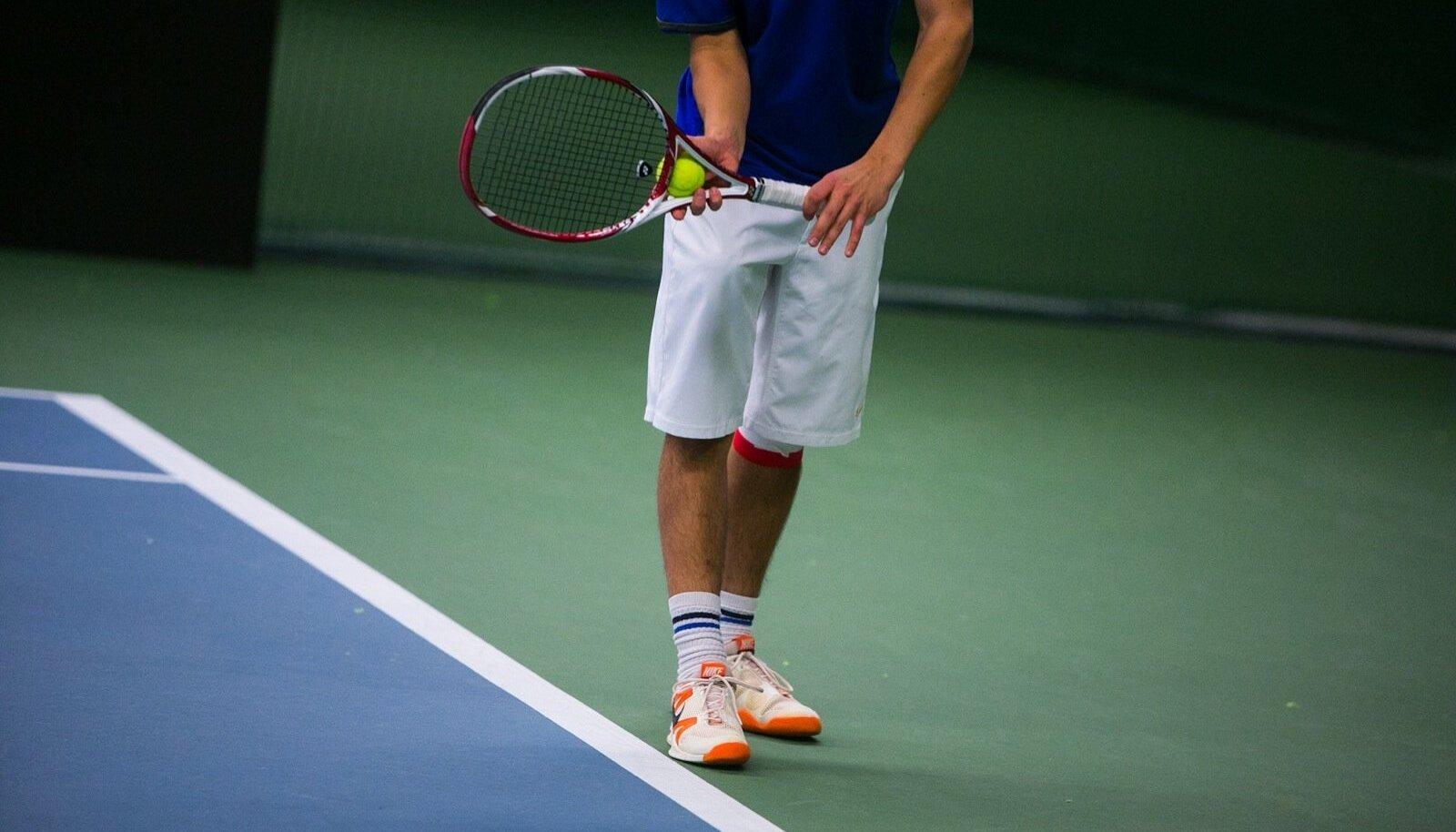 Tennisemängija servil
