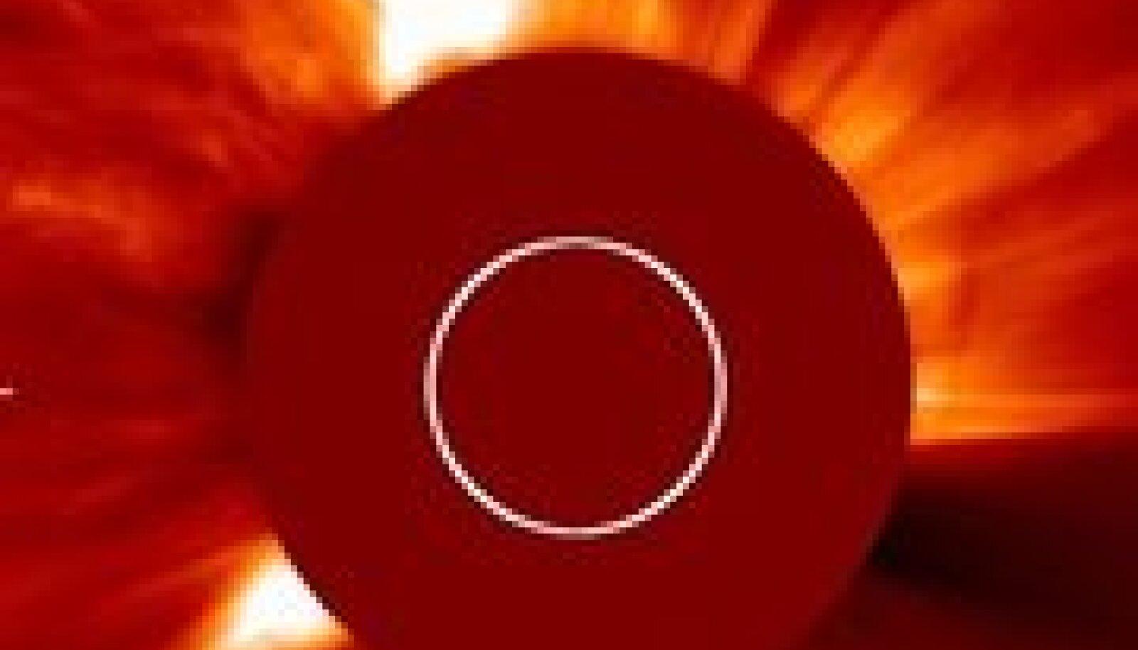 Amatöör-astronoomide avastatud komeet tabab Päikest
