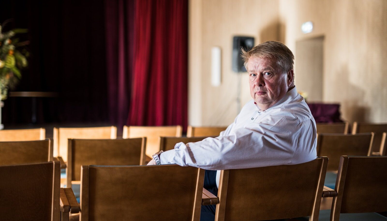 Rain Sangernebo on olnud Nõo vallavanem juba 18 aastat, mis teeb temast Eesti kõige pikema staažiga vallavanema. Kuigi ta kandideerib valimistel, on ta otsustanud vallavanema kohast loobuda.