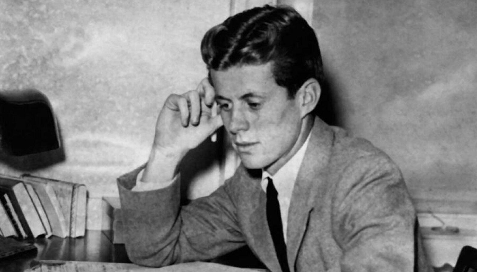 Noor JFK: Tulevane president kolmekümnendate lõpul, mil ta tegi ringsõidu mööda Euroopat.