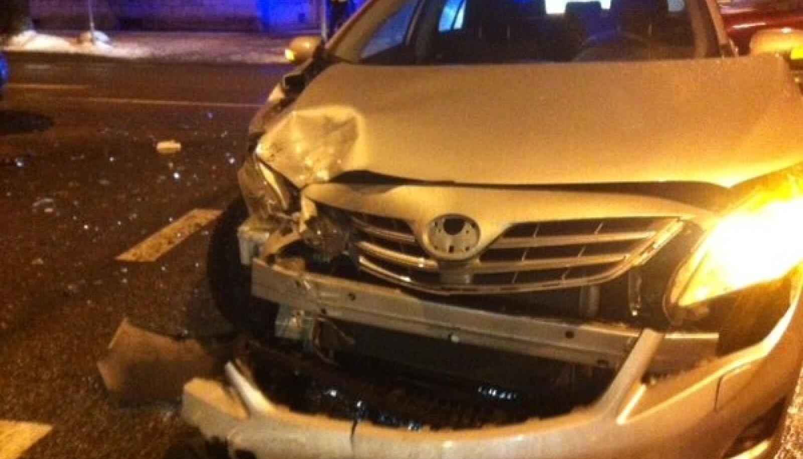 Mullu novembri lõpus Tallinnas õnnetusse sattunud Vene saatkonna auto
