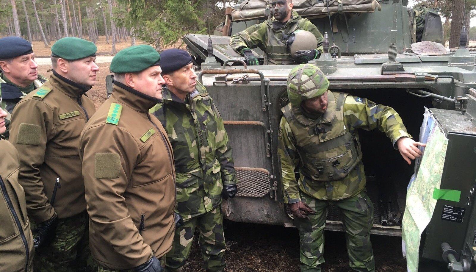 Kindral Riho Terras Gotlandil tankiõppustel