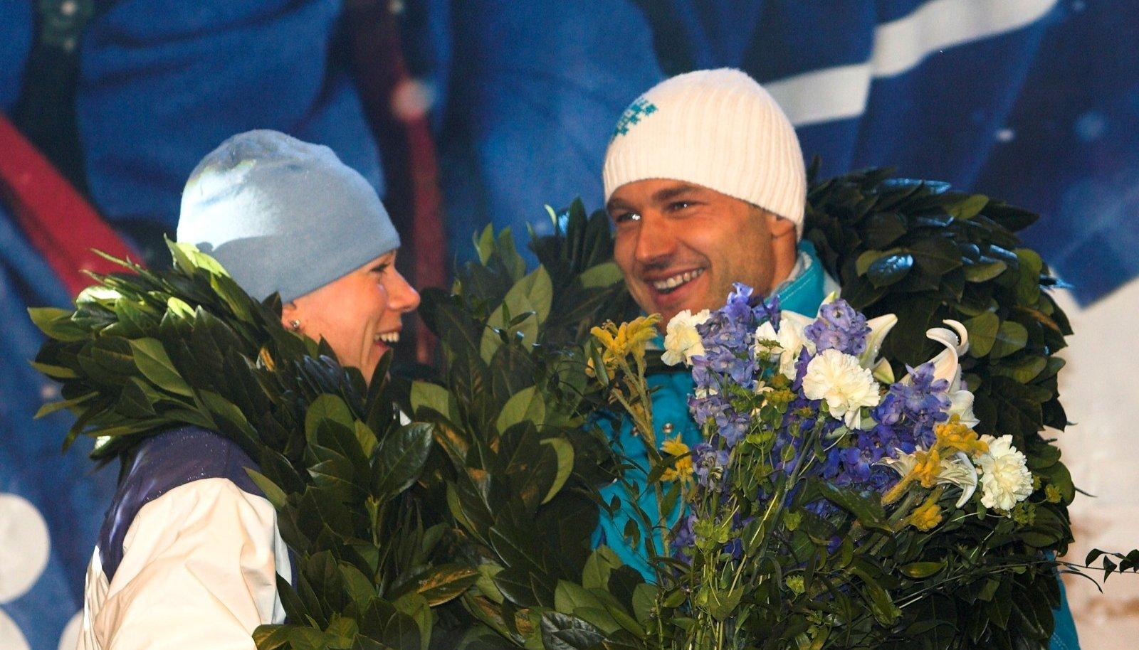 Torino olümpiavõitjad Kristina Šmigun-Vähi ja Andrus Veerpalu on üliõnnelikult naasnud koju.