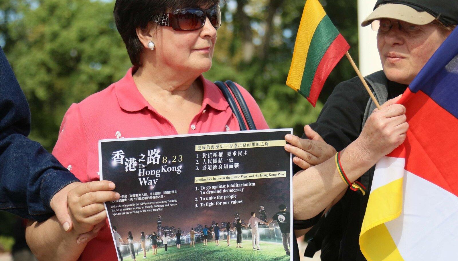 Tüli puhkes ka 2019. aastal, kui Leedus avaldati meelt Hiina inimõiguste kaitseks ja Hiina saadik Vilniuses rikkus protokolli vastumeeleavaldusel osalemisega.
