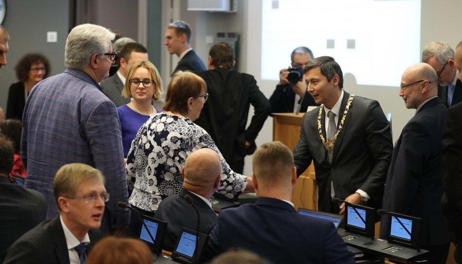 Tallinna volikogu esimesel istungil valiti esimeheks Mihhail Kõlvart. Lisaks loodi koht ka aseesimehele, mille täitis opositsioon.