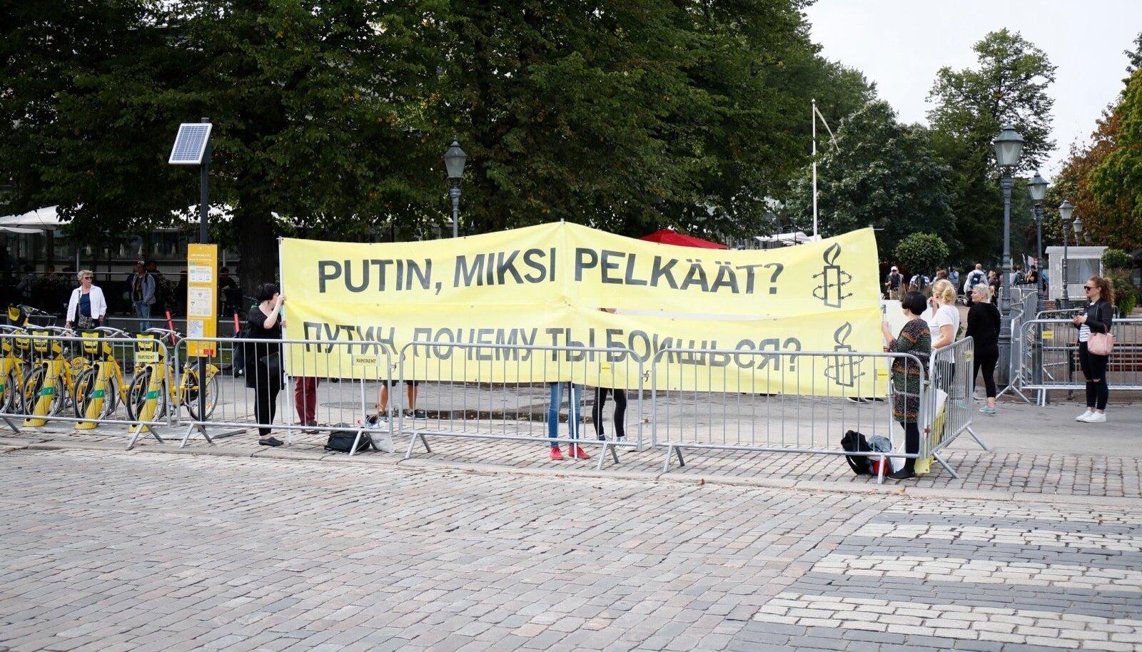 Mis plussi saab Soome sellest, et Niinistö Putiniga kohtub, küsivad meeleavaldajad.