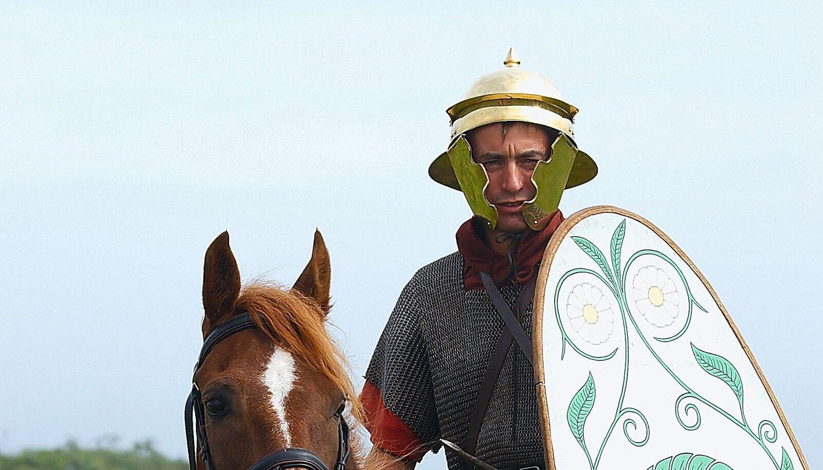 Vana-Rooma ratsaväelaseks kostümeeritud mees tänapäeval.