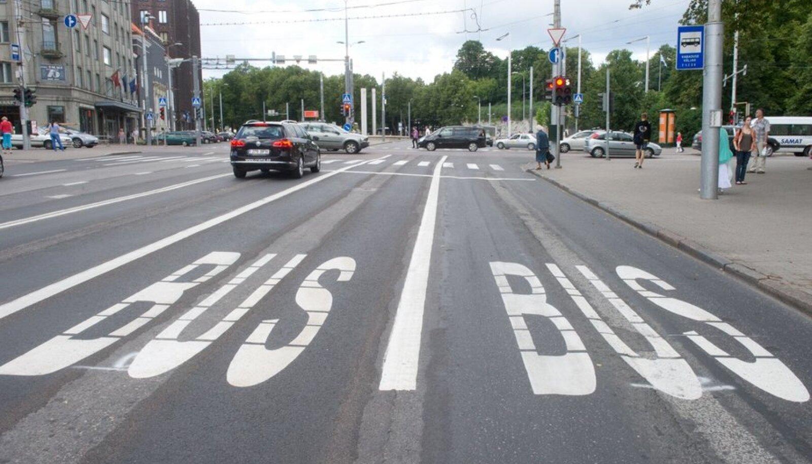 Bussirajad Estonia puiesteel