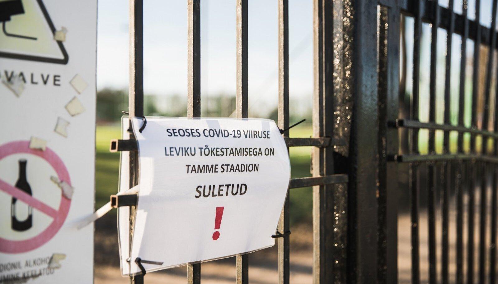 Tartus on isegi kergejõustikustaadionite väravad lukustatud, mis on täielik ülereageerimine.