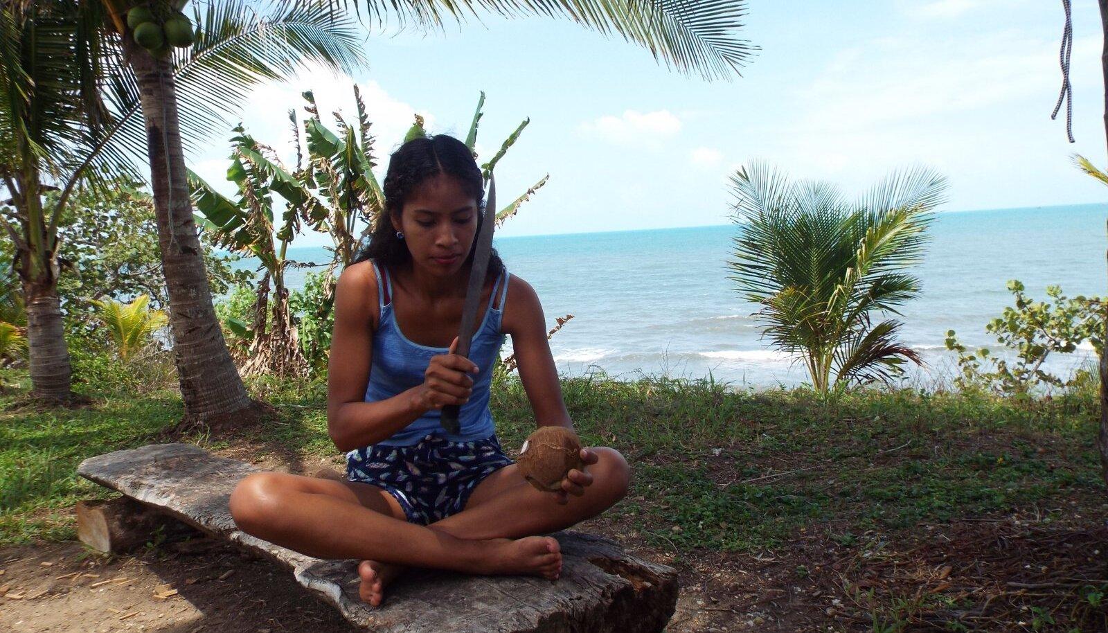 HIRMUFAKTOR: Kookospähkli avamine matšeetega on asi mida ma ei tahakunagi proovida, tunnistab loo autor.