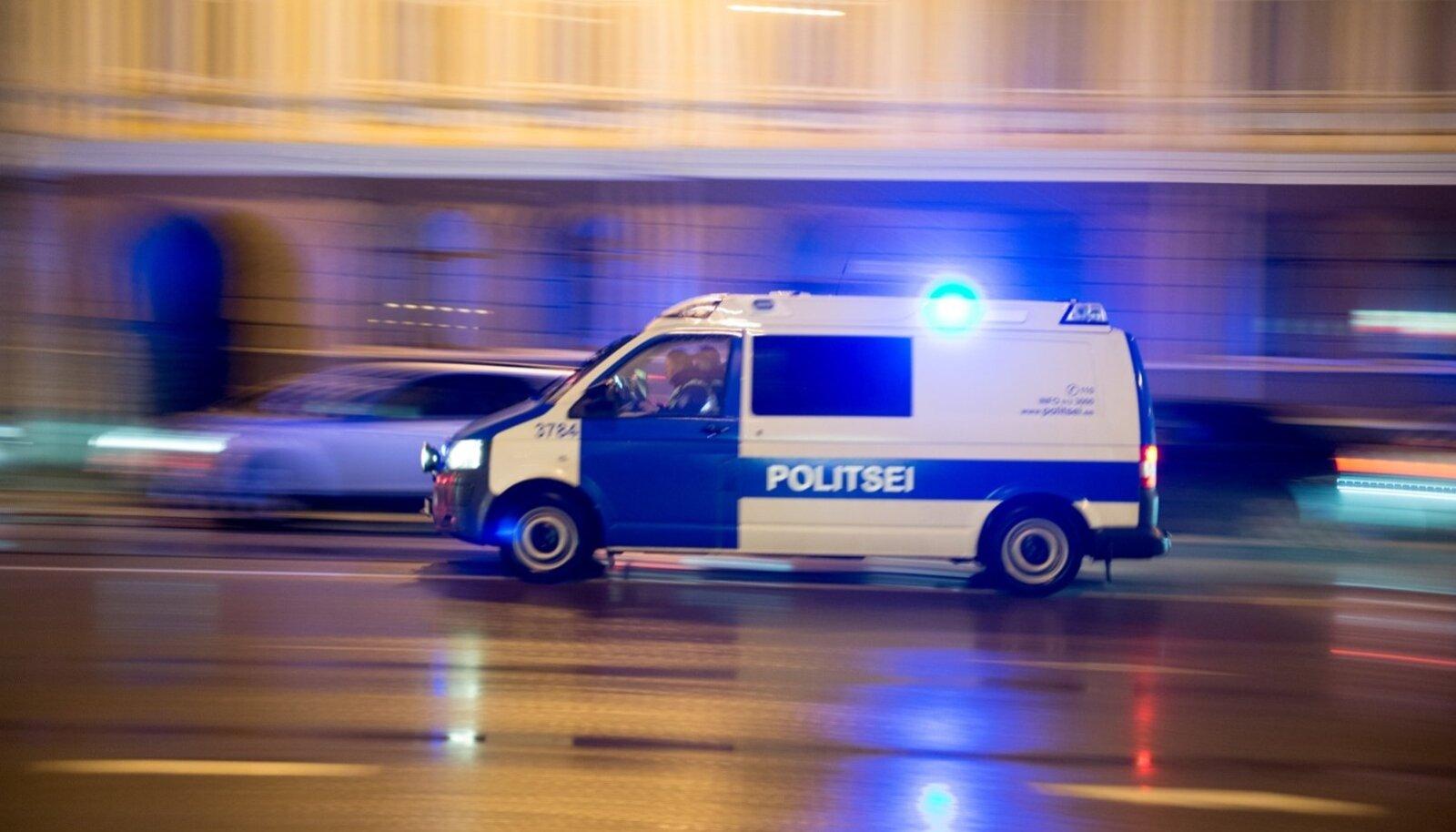 Politseiauto teel väljakutsele