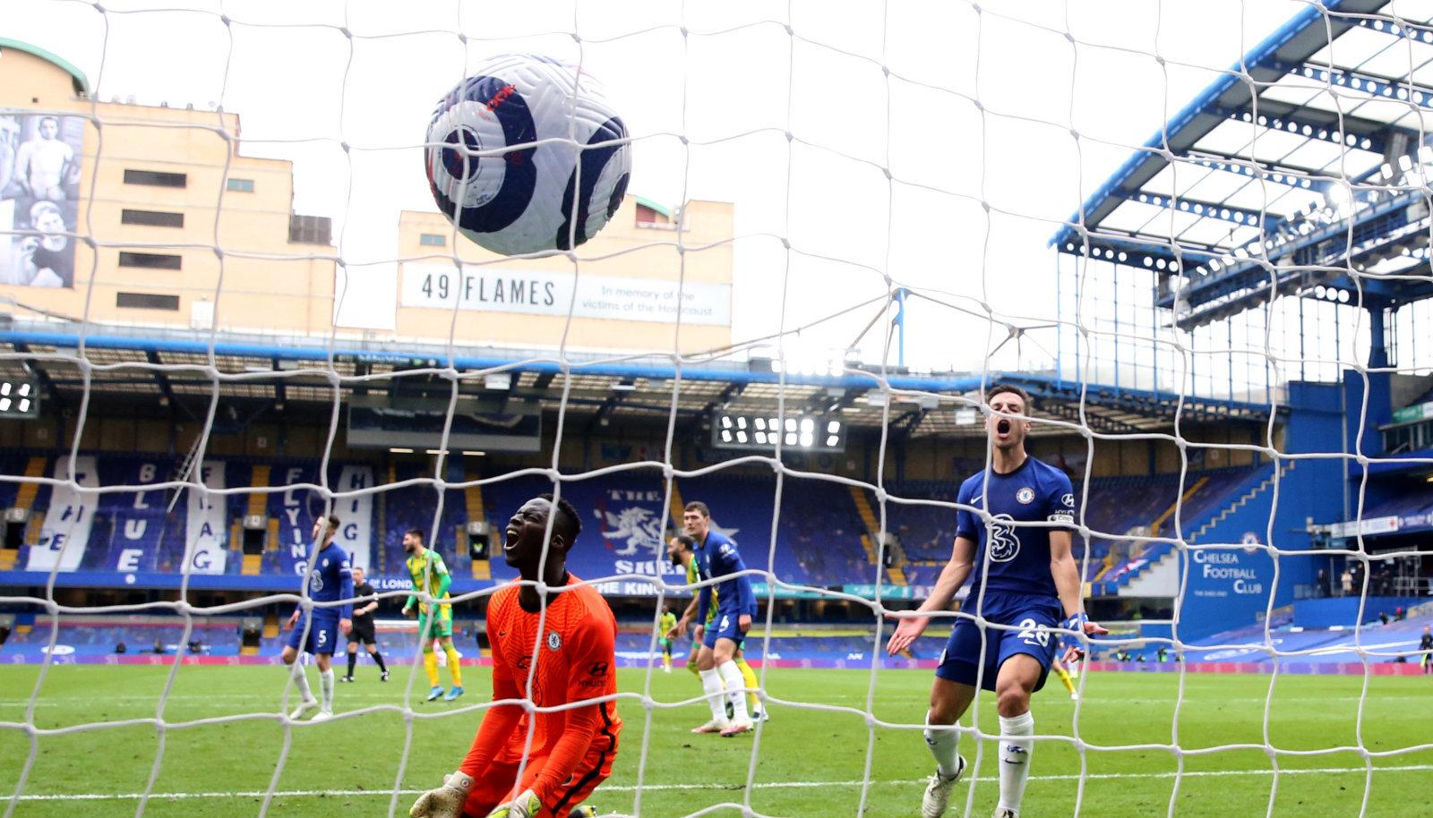 Chelsea väravavaht Edouard Mendy ja kapten Cesar Azpilicueta pärast West Bromwichi järjekordset väravat.