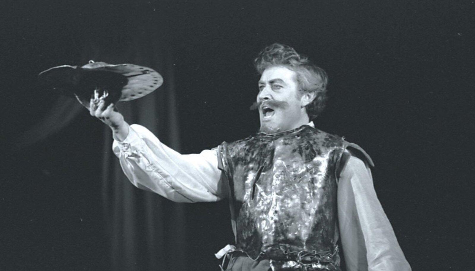 Mees La Manchast. Don Quijote Voldemar Kuslapi kehastuses. Estonia, 1971.