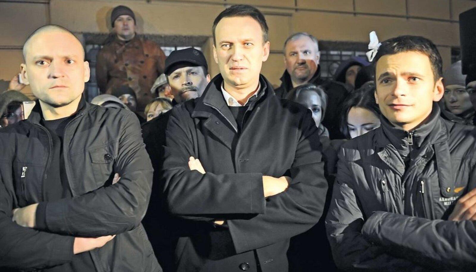 Vene opositsionäärid (vasakult paremale) Sergei Udaltsov, Aleksei Navalnõi ja Ilja Jašin.