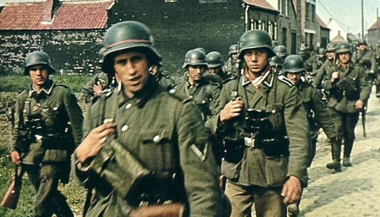 Немецкие солдаты на марше