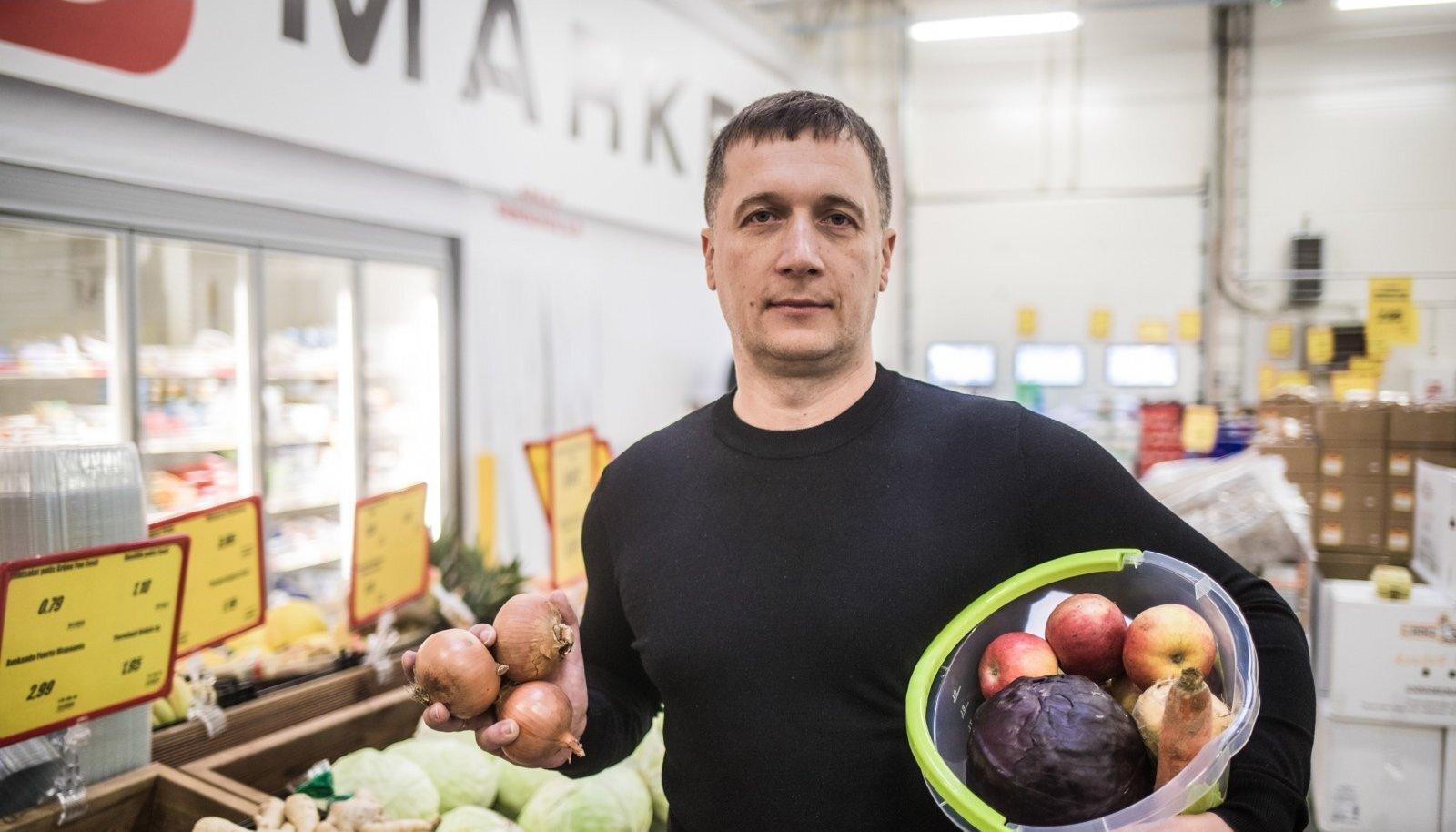 Einar Visnapuu A1000 Tartu marketis. Mehe unistuseks on eelkõige kodumaiste tootjate viljade müümine.