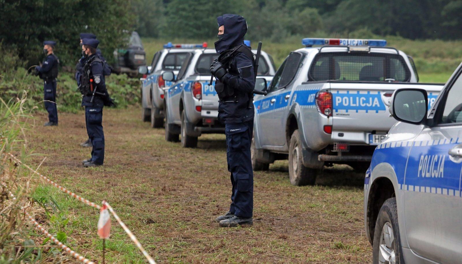 Poola politsei üleeile Valgevene piiri ääres Usnarz Górny küla juures