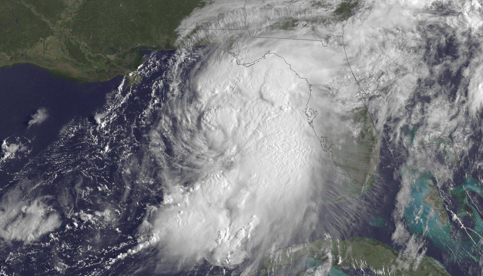 Troopiline torm Hermine enne eilset Florida kohale jõudmist.