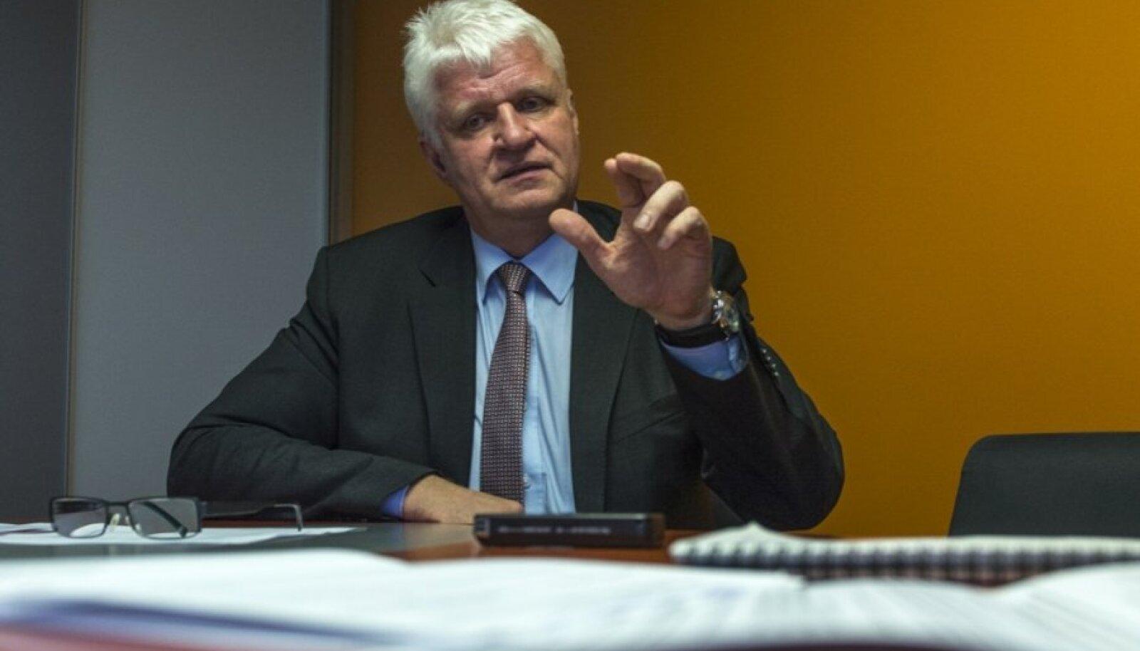 Töötukassa juht Meelis Paavel ütleb, et nemad saavad puudega inimeste tööellu toomisel teha natuke, suurem roll peaks olema omavalitsusel.