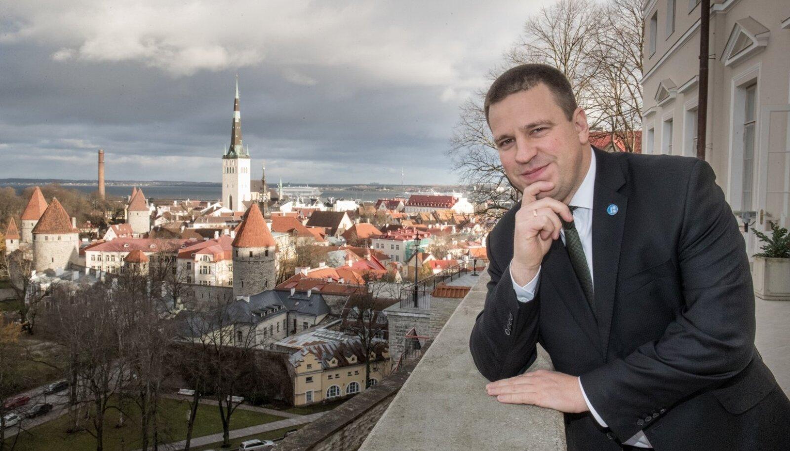 Jüri Ratase aasta on olnud suurepärane - mullu novembris ametisse asunud valitsusest kostab aeg-ajalt küll raginat, ent mootor siiski töötab. Eesistumine on läinud sujuvalt ja Keskerakonna ainuvõim Tallinnas säilis. Kõik see tõi Eesti mõjukaima inimese tiitli aastal 2017.