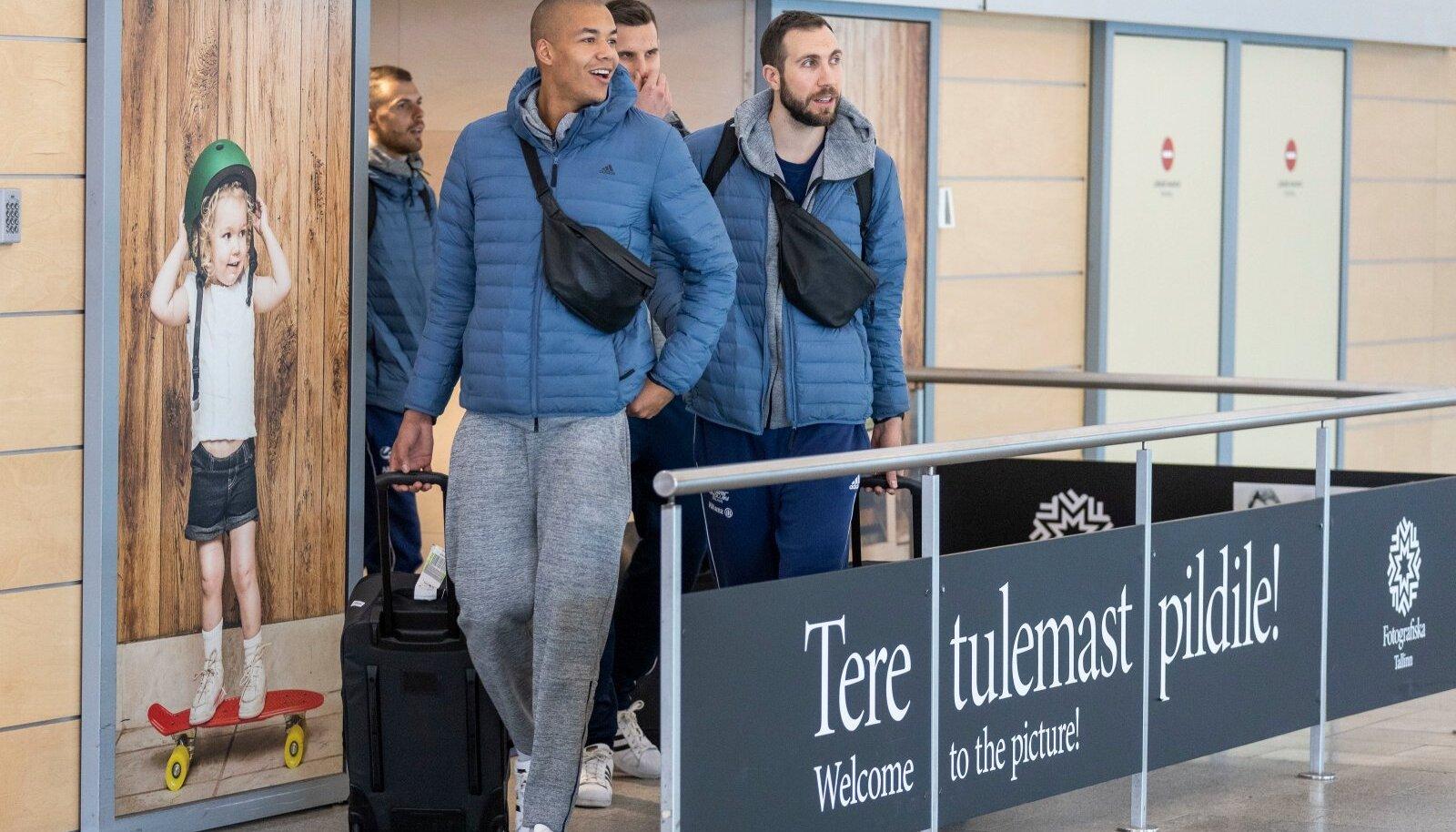 Milano Powervolley võrkpallurid saabusid Eestisse teadmisega, et nad on terved. Neist jäi maha kaks nakatunud saarlast.