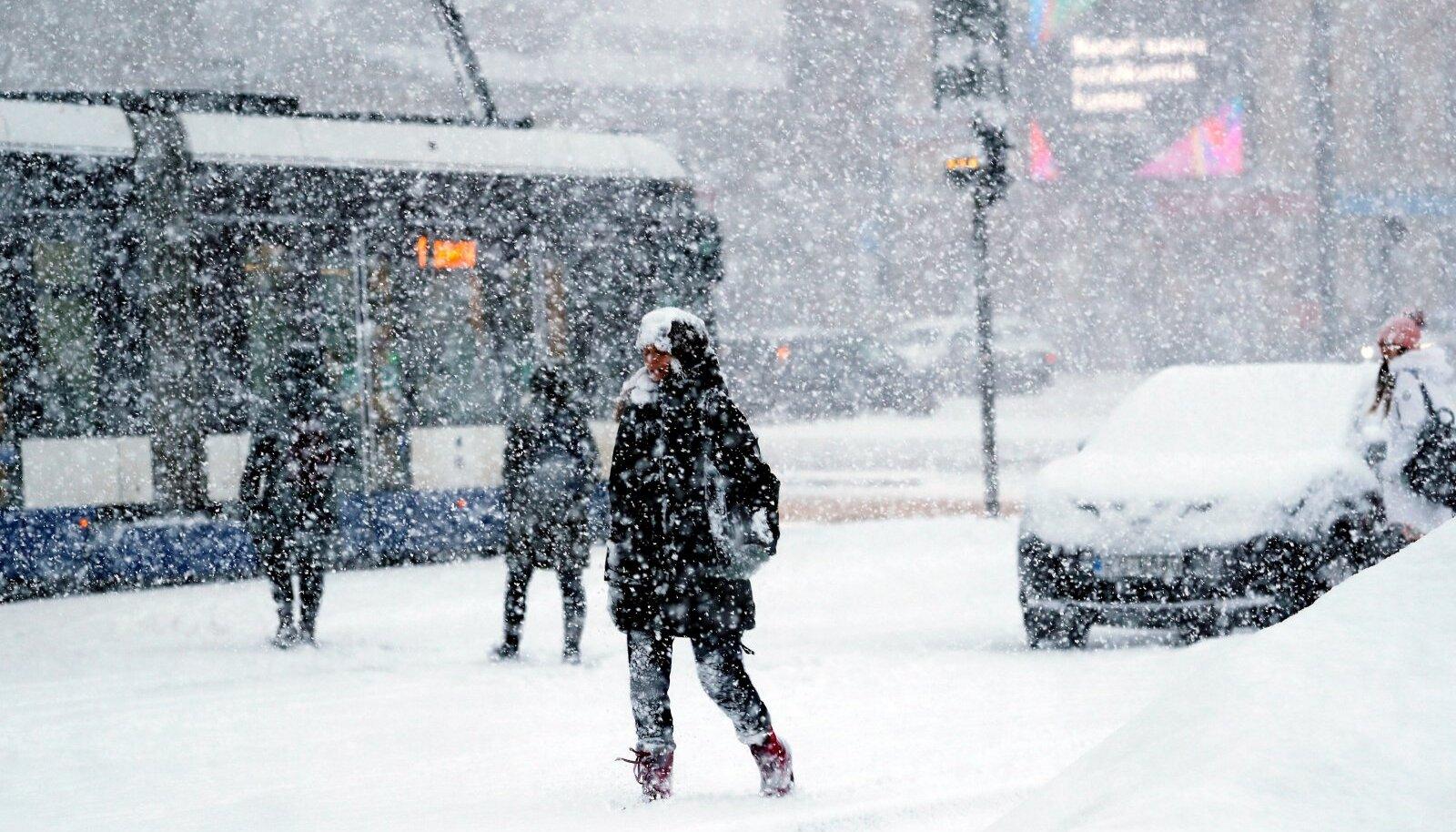 Tänavuste lumetormide ajal jäi Riia linn tänavate puhastamisega hätta, sest Koosmeele-aegsed plaanid ei näinud lund ette.