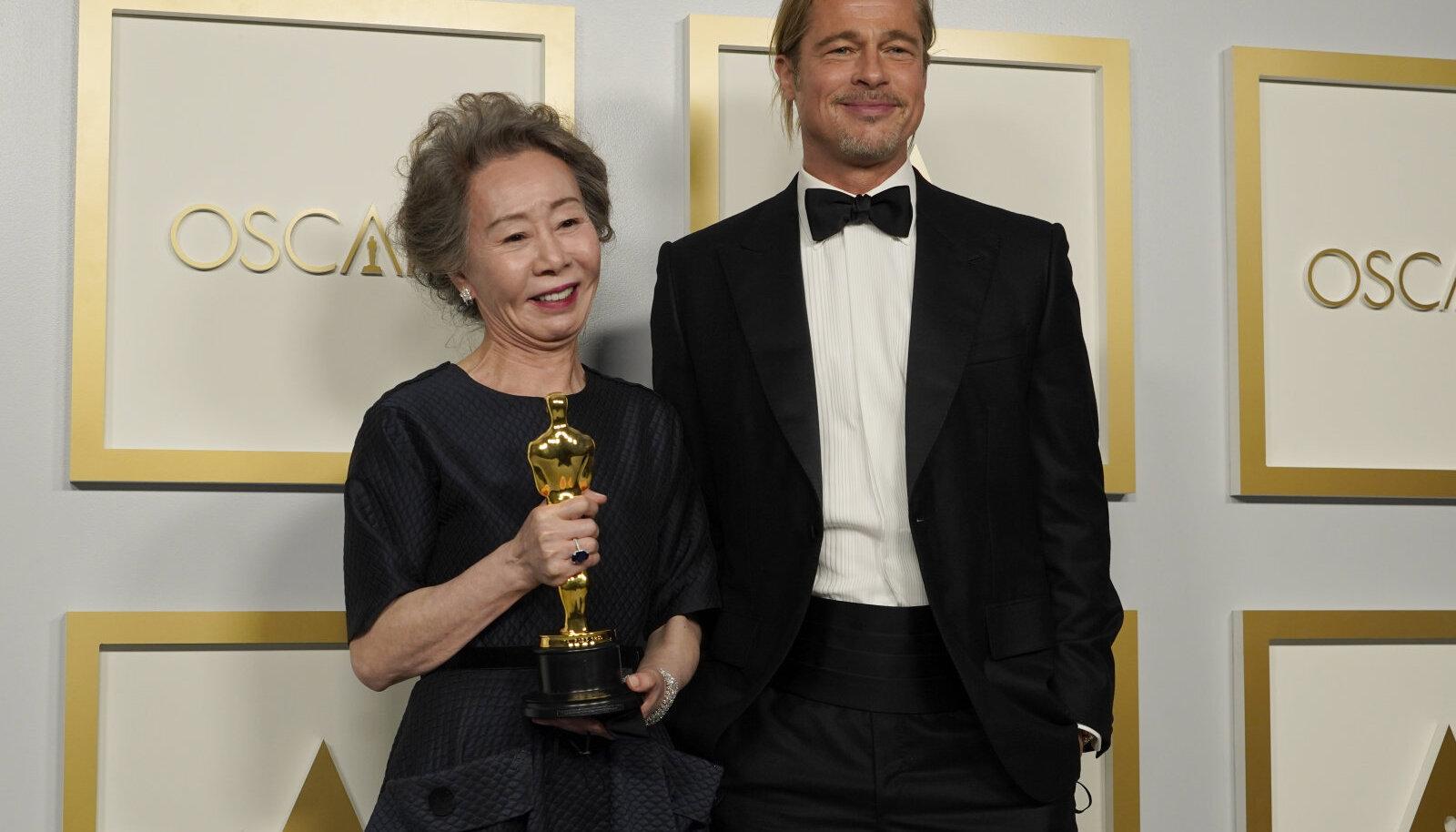 Yuh-Jung Youn ja Brad Pitt