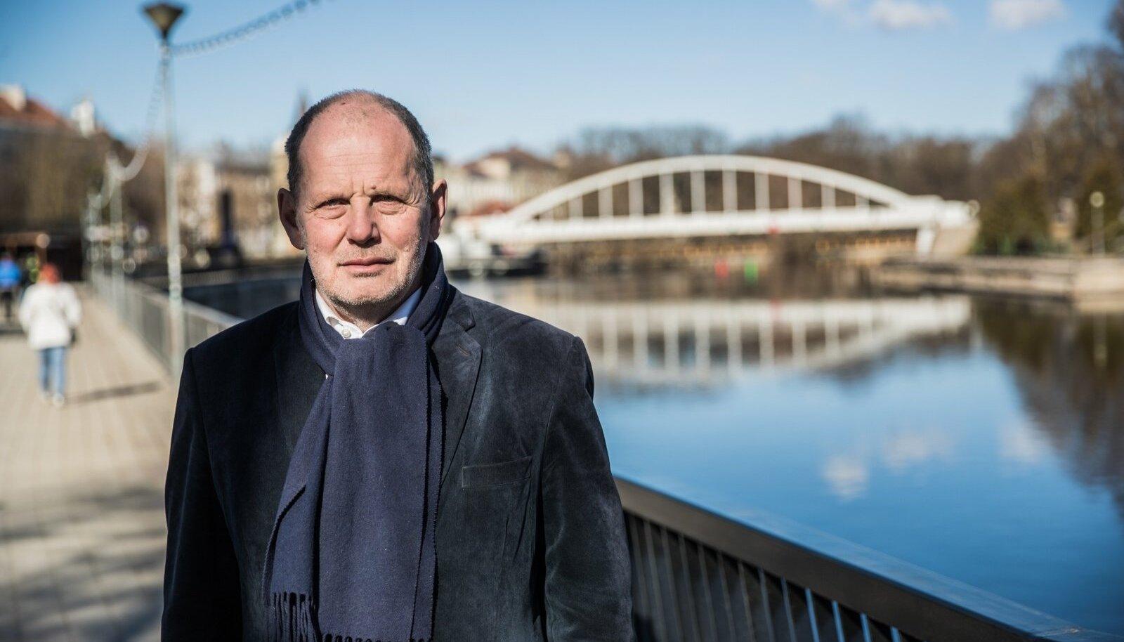 """EKRE riigikogu saadik Peeter Ernits ütleb, et see, mida nad tahavad valitsuses olles läbi viia, ei ole need hirmud, mida püütakse üles kütta. """"Ei tule kellegi küüditamist, abortide keelamist ja demokraatia ahistamist."""""""