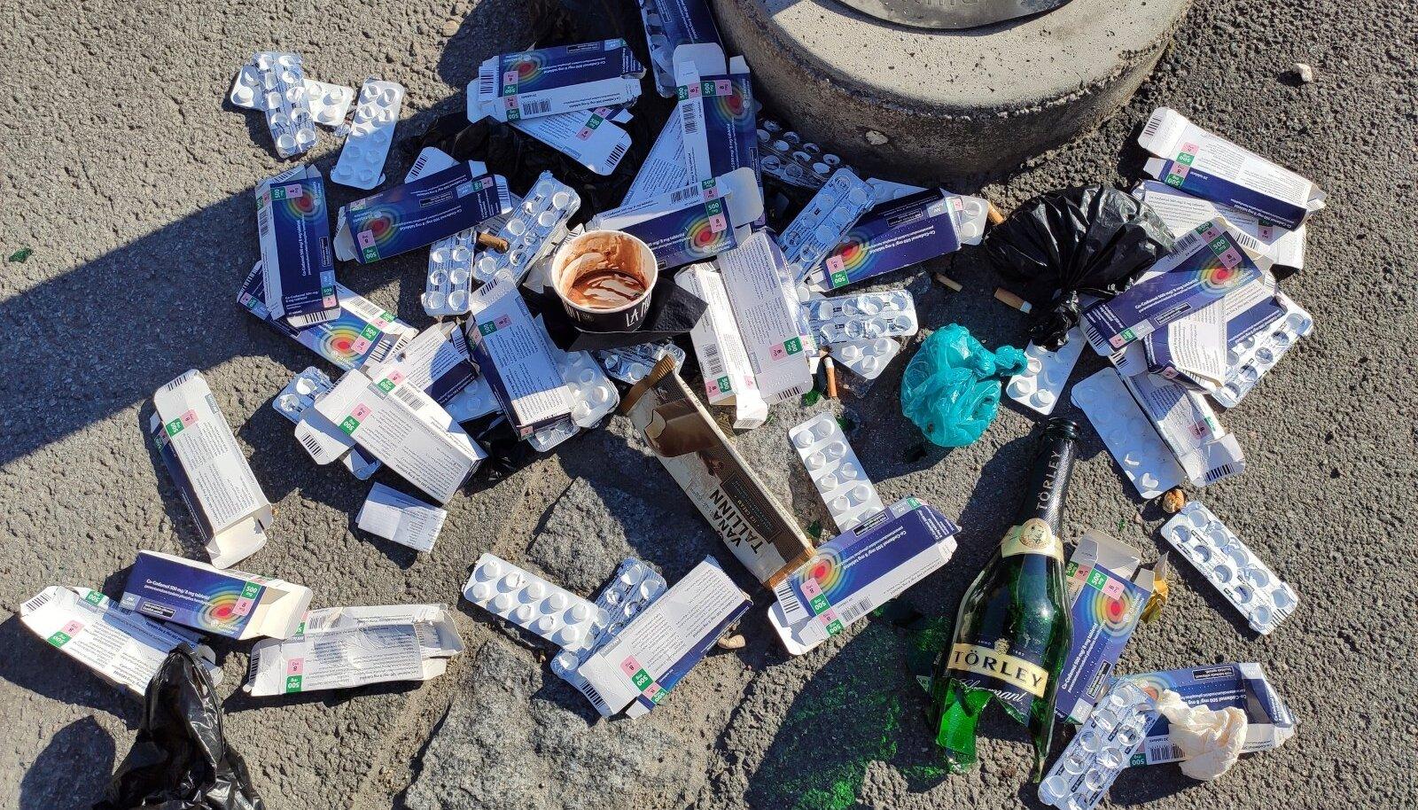 Ravimid laiali mööda tänavat
