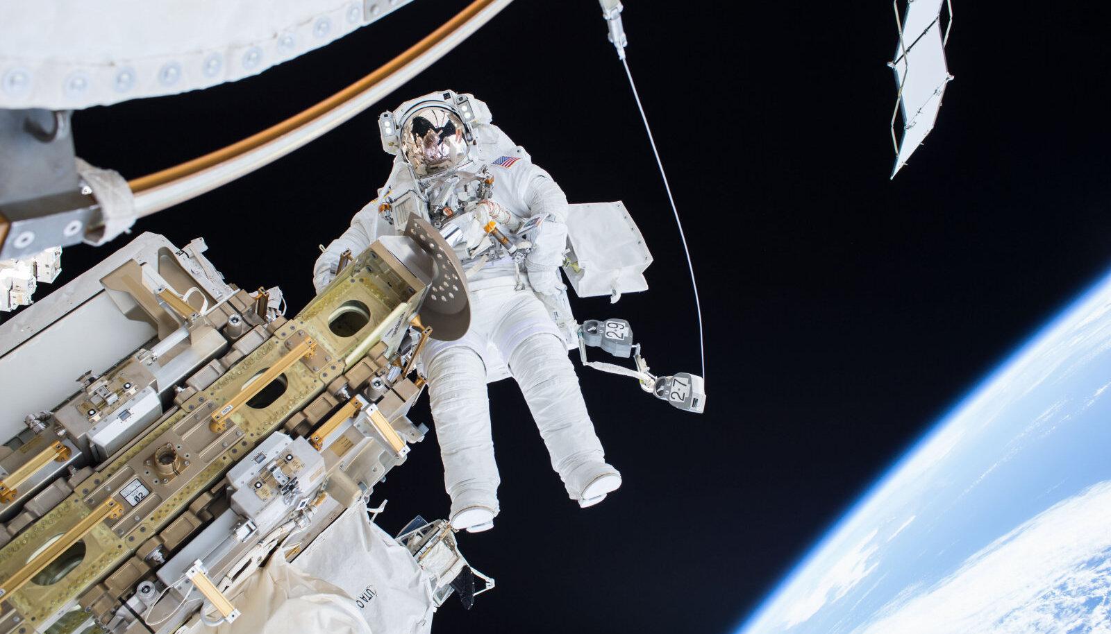 Välitööd ISS-i juures.