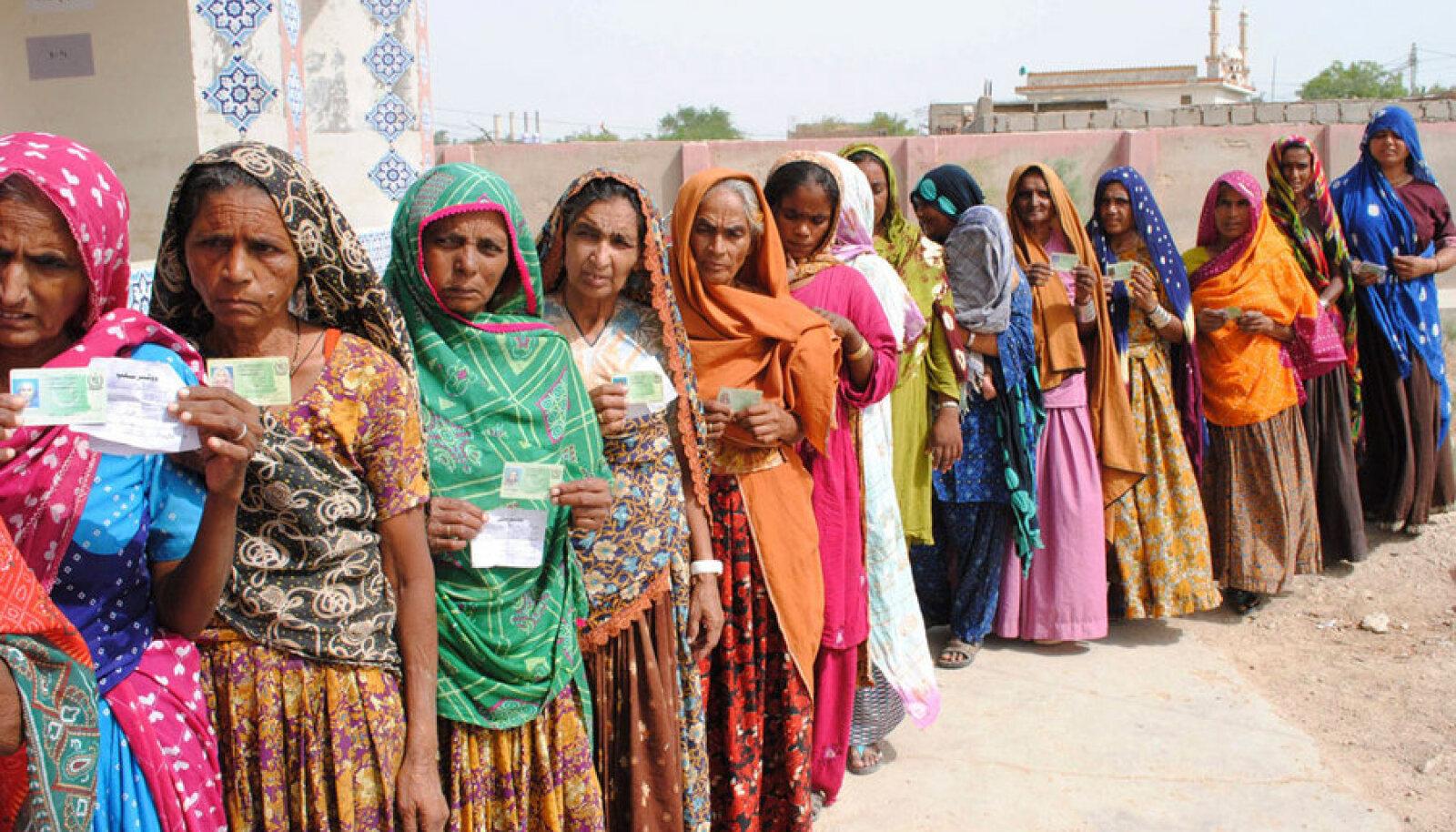 Talibani ähvardustest hoolimata käisid laupäeval valimas ka paljud Pakistani naised.