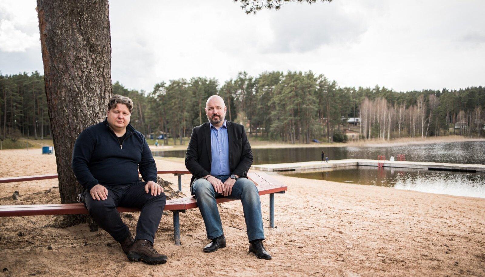"""""""Suur rannahoone ei sobi siia kohta mitte!"""" ütlevad Toomas Laatsit (vasakul) ja Juhani Jaeger. Paljud elvakad on nendega ühel nõul."""