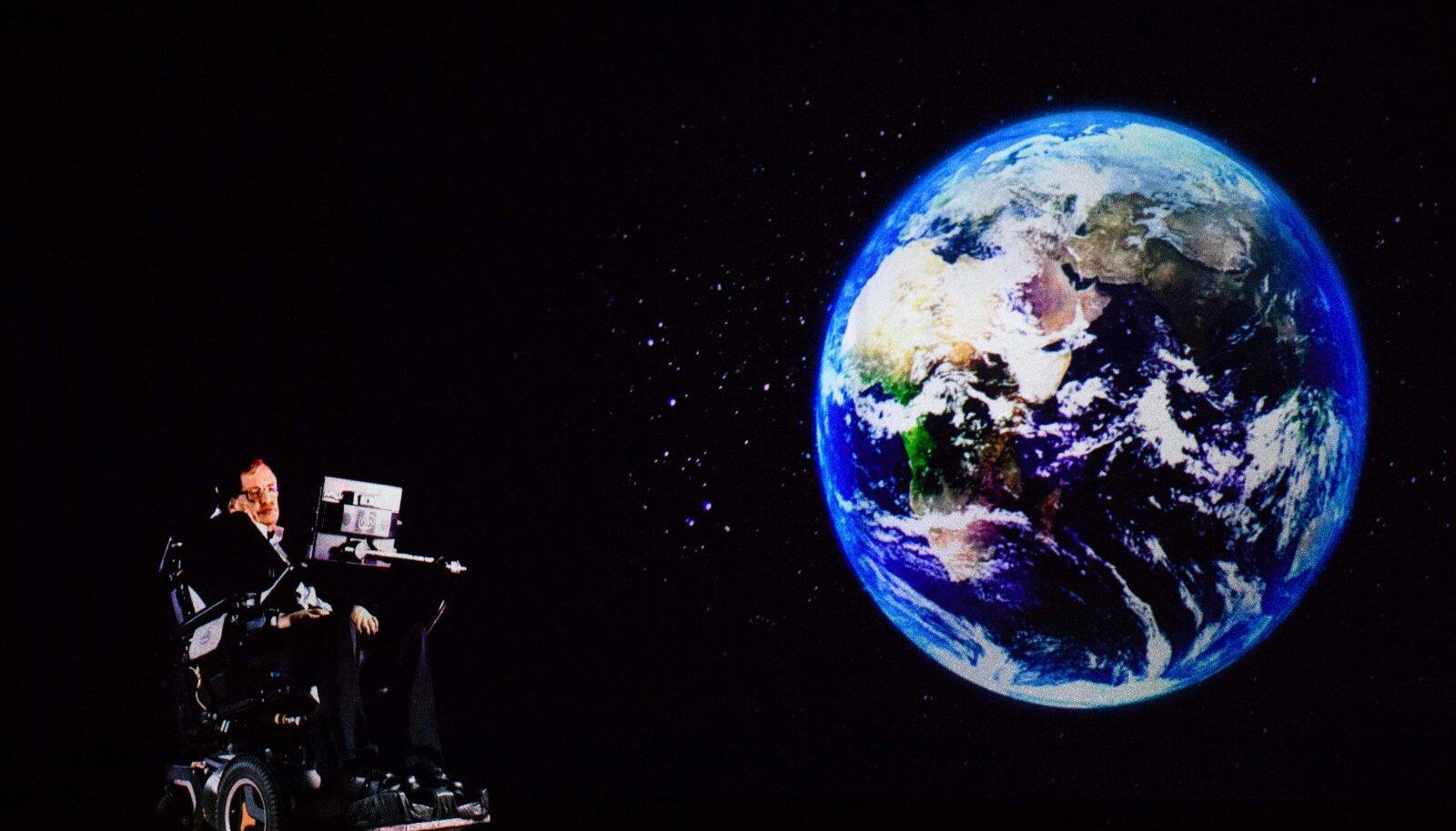 Stephen Hawking hologrammina Hong Kongis kõnelemas.