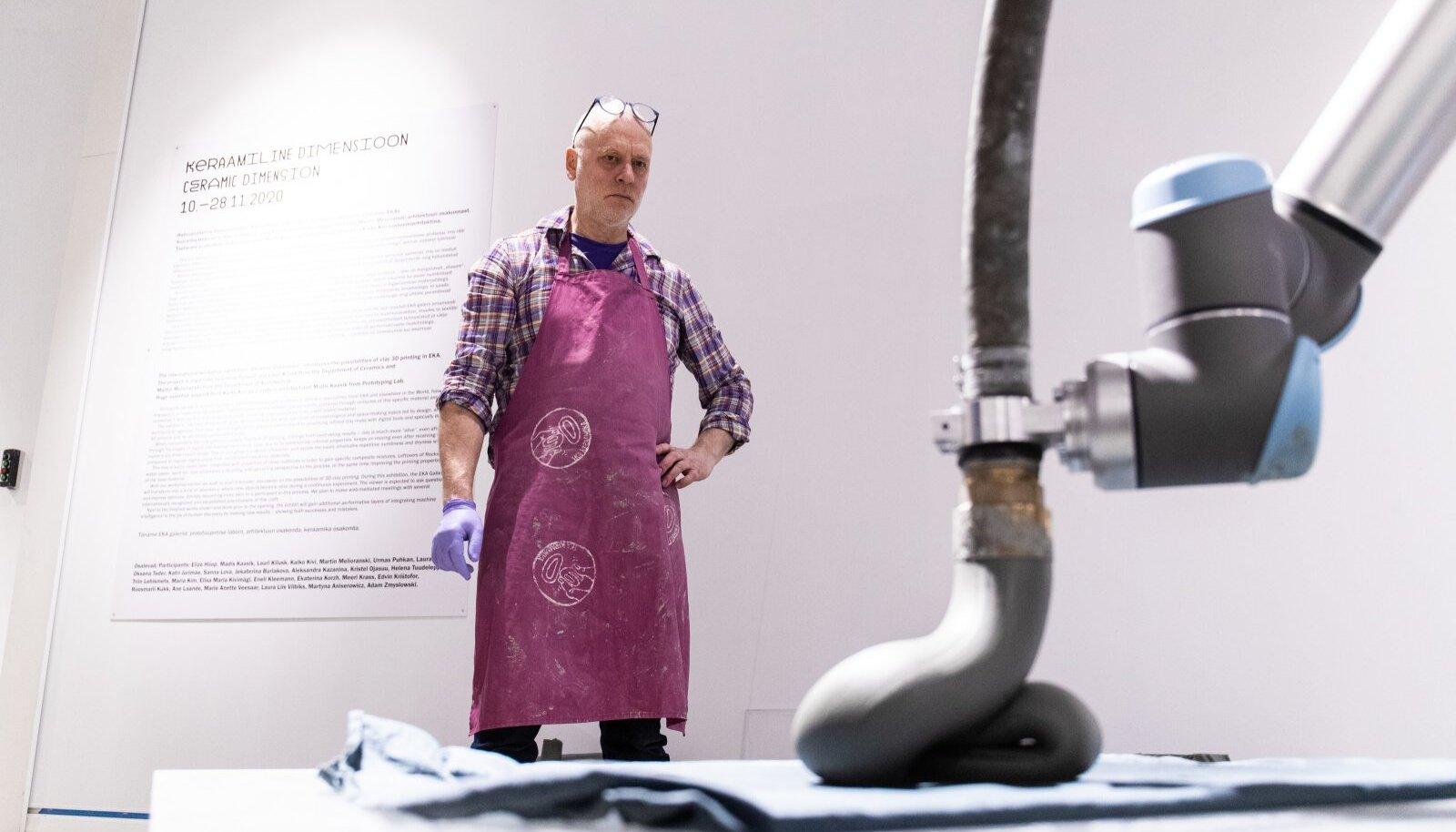 """3D savi printimise näitusel """"Keraamiline dimensioon"""" osalevad Elize Hiiop, Madis Kaasik, Lauri Kilusk, Kaiko Kivi, Martin Melioranski, Urmas Puhkan ning praegused ja endised EKA keraamika tudengid."""