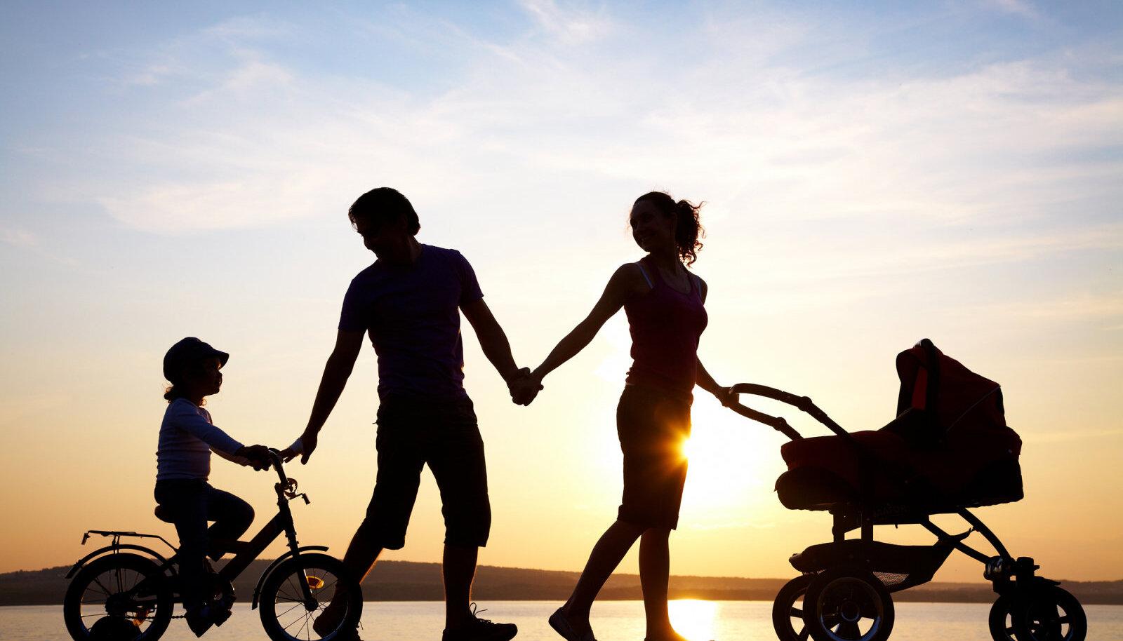 Vanemate armastus on lapsele nagu kaitsesüst