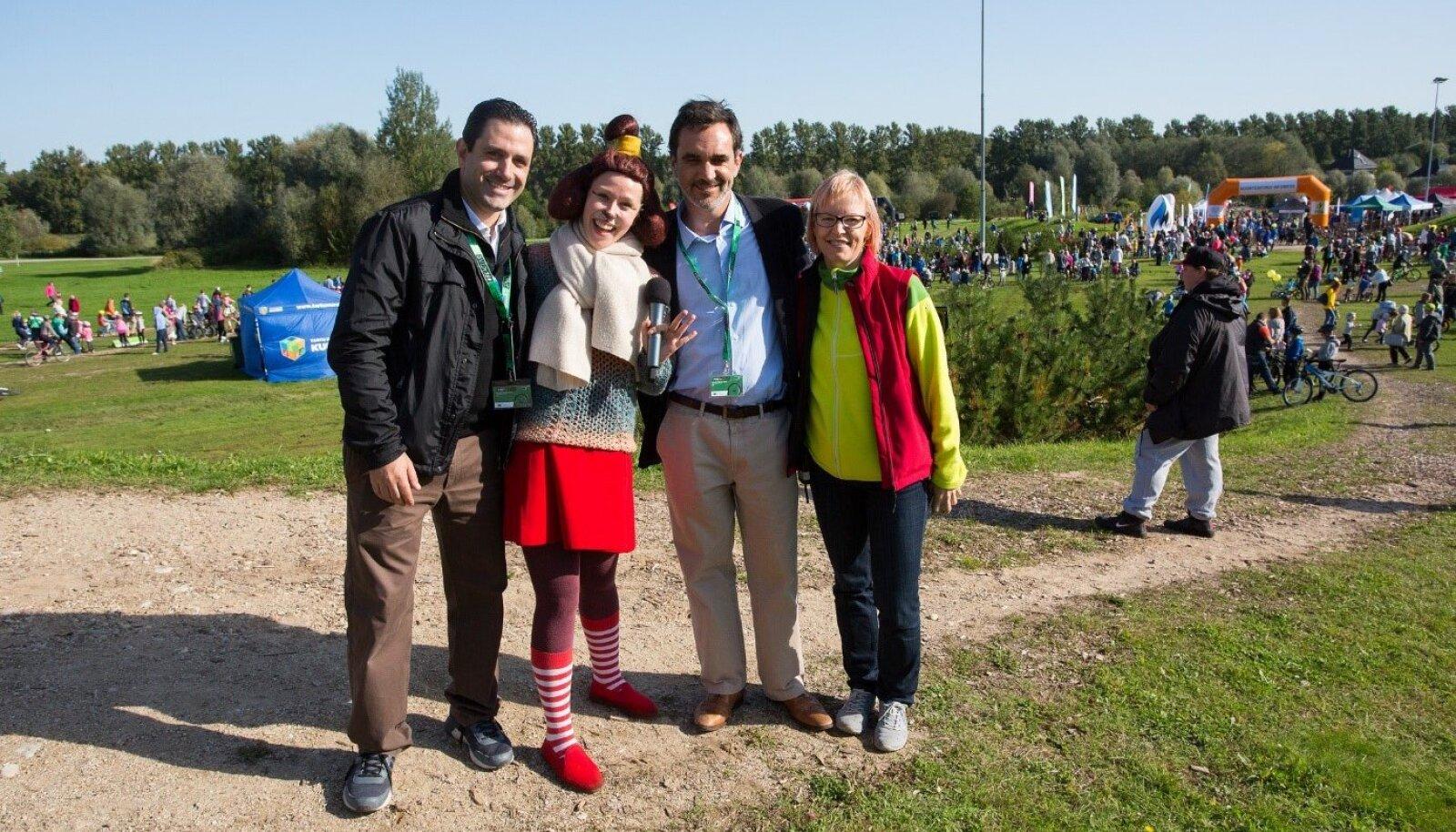 Tiina Möll Euroopa Spordinädala avamisel 2017 Tartus koos Eriolümpia Euroopa/Euraasia presidendi David Evangelistaga (vasakul).