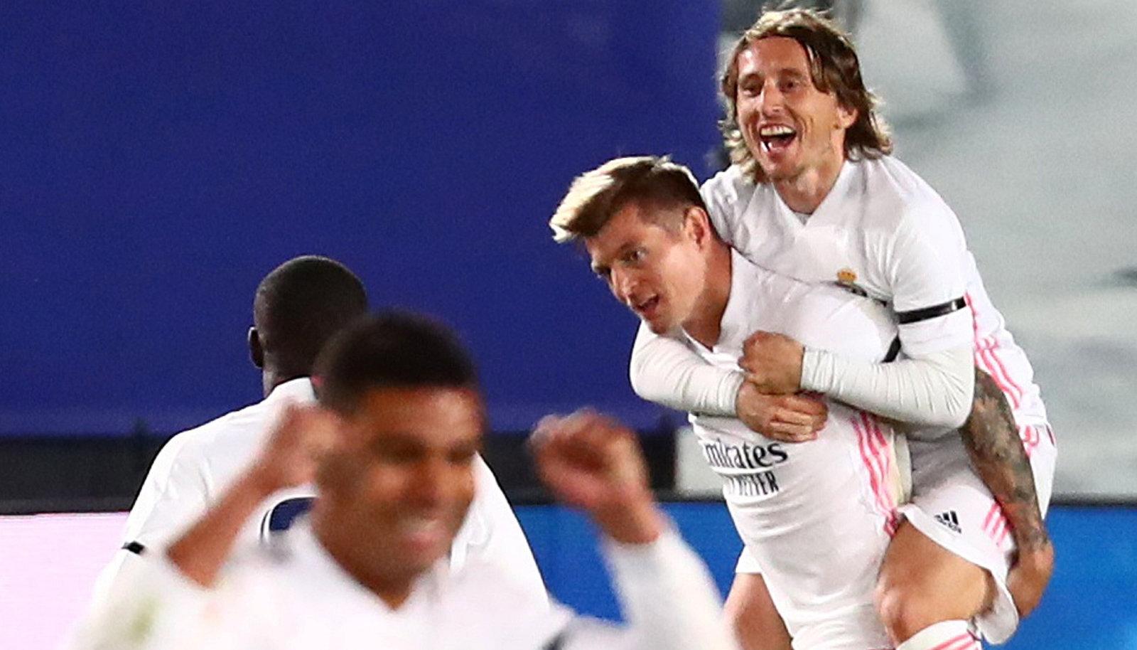 Toni Kroos ja Luka Modric 2:0 värava üle rõõmustamas.