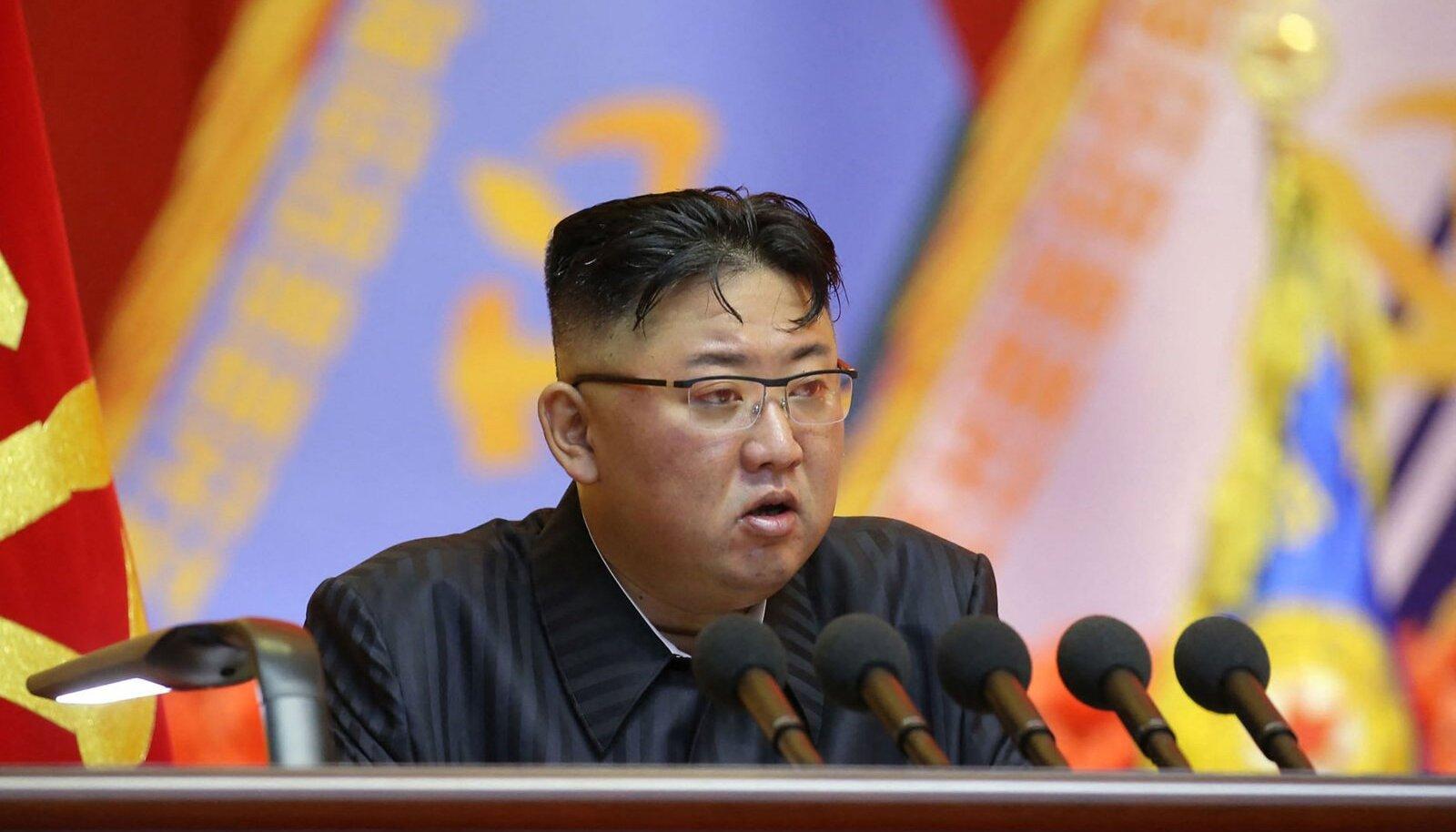 Püksirihma pingutamine pole vaid kujund, märgatavalt kõhnemaks on jäänud ka Kim Jong-un ise.