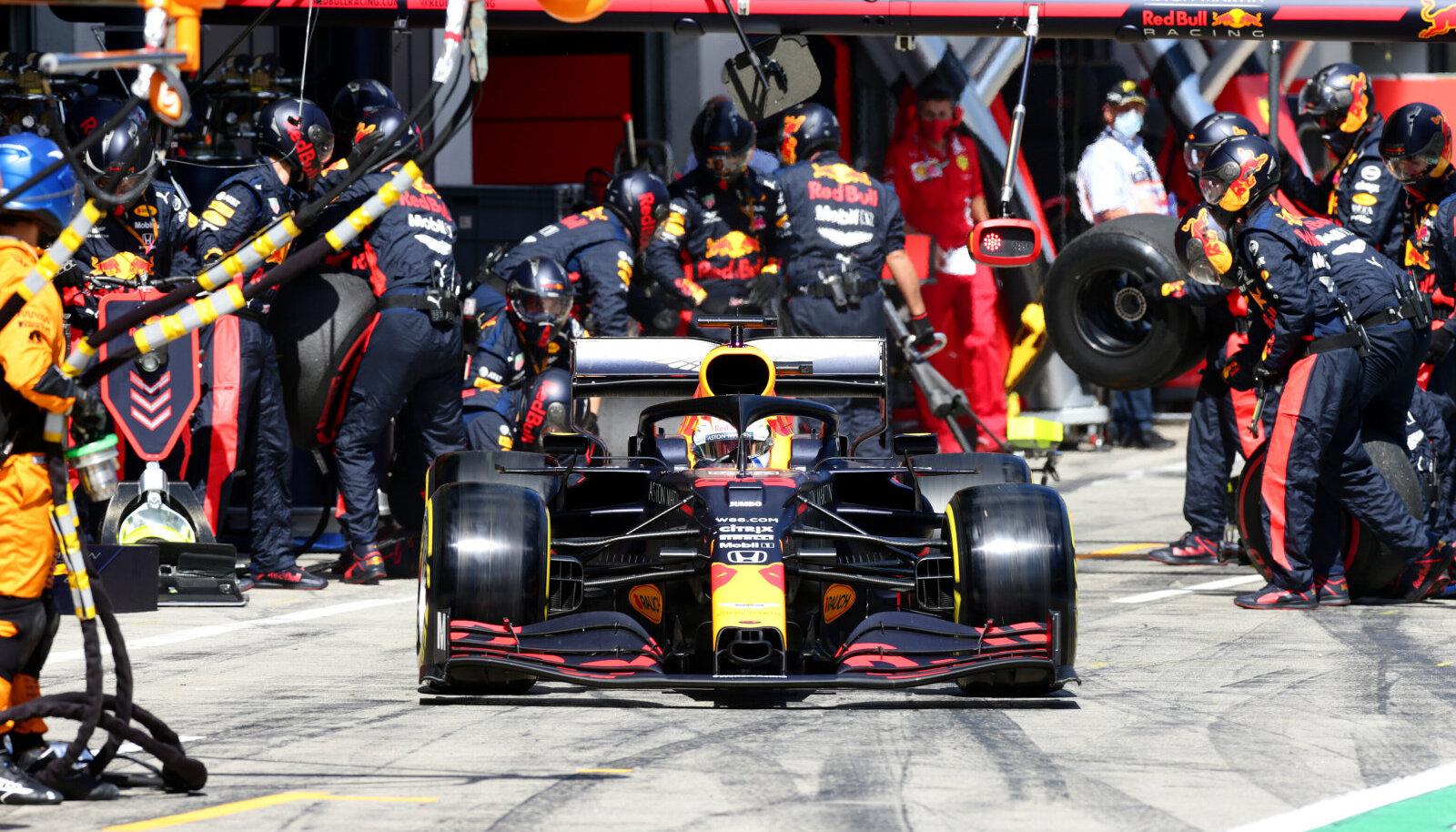 Max Verstappen saab 2021. aastal tiimikaaslaseks Sergio Perezi.