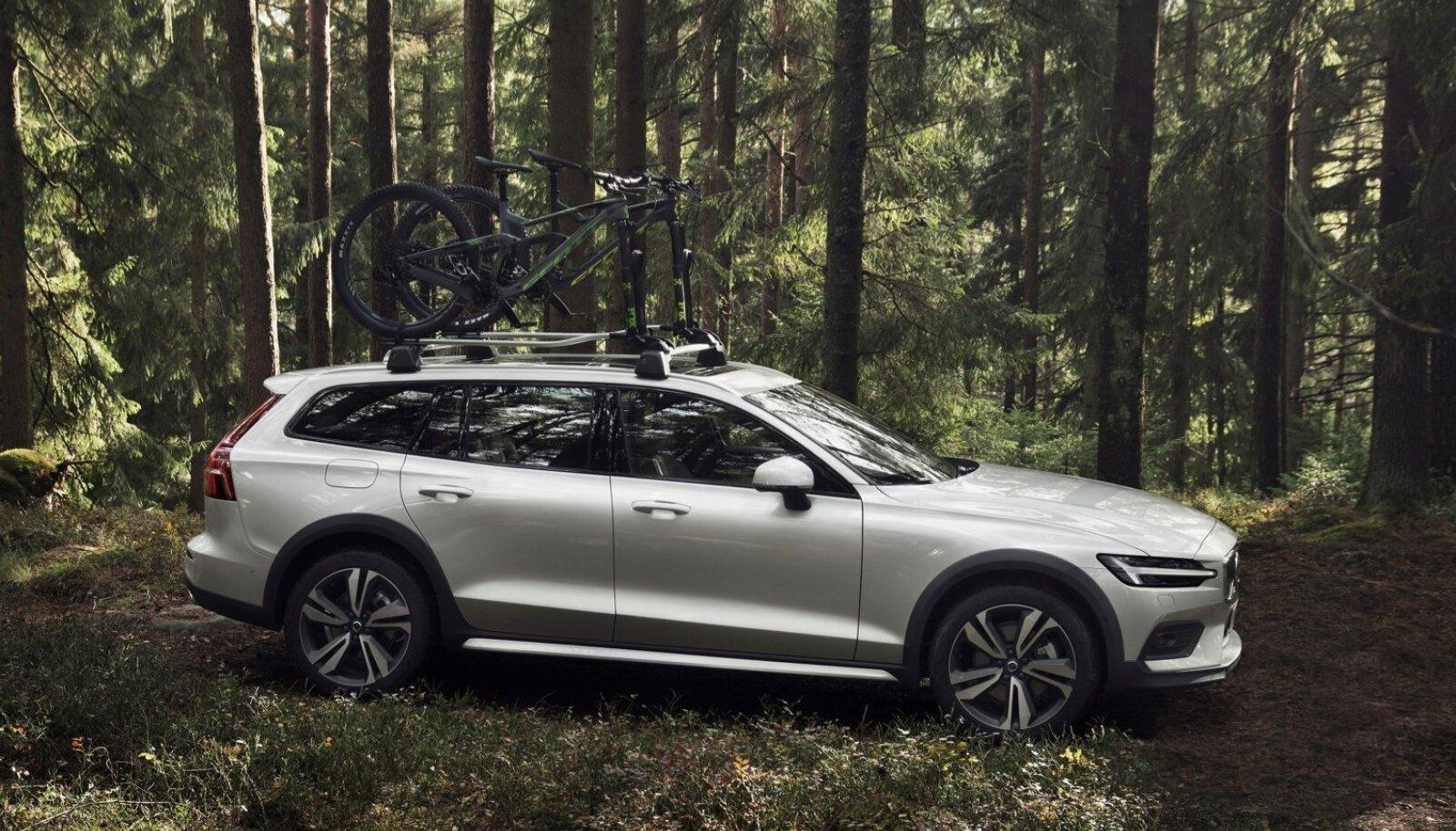 Volvo V60 Cross Countryl on tänu nutikale nelikveole, off-road-sõidurežiimile, mägipidurile ja märkimisväärsele kliirensile (20,6 cm) kohati rohkem maastikusõidu võimet kui nii mõnelgi džiibilikumal autol.