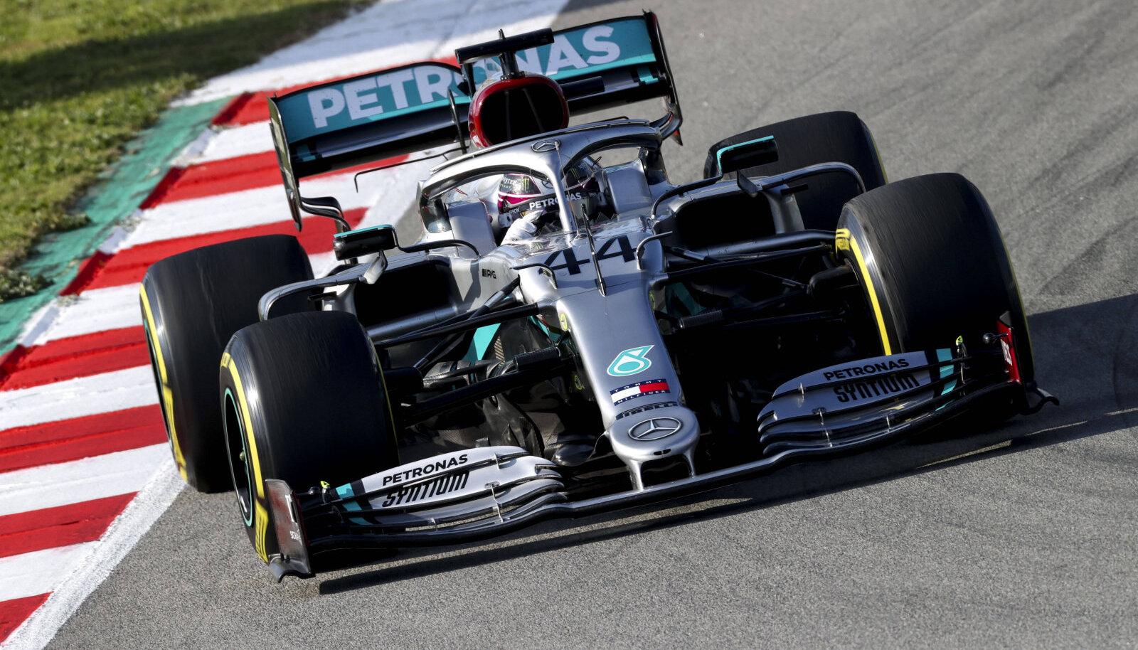 Eelduste kohaselt peaks kuuekordne maailmameister Lewis Hamilton sprindivõistlustele startima tagaotsast.