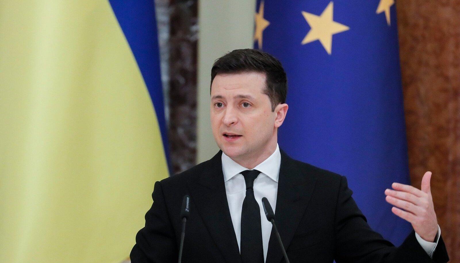 Volodõmõr Zelenskõi kimbutab isegi endise leivaisa Igor Kolomoiskiga seotud pangajuhte.
