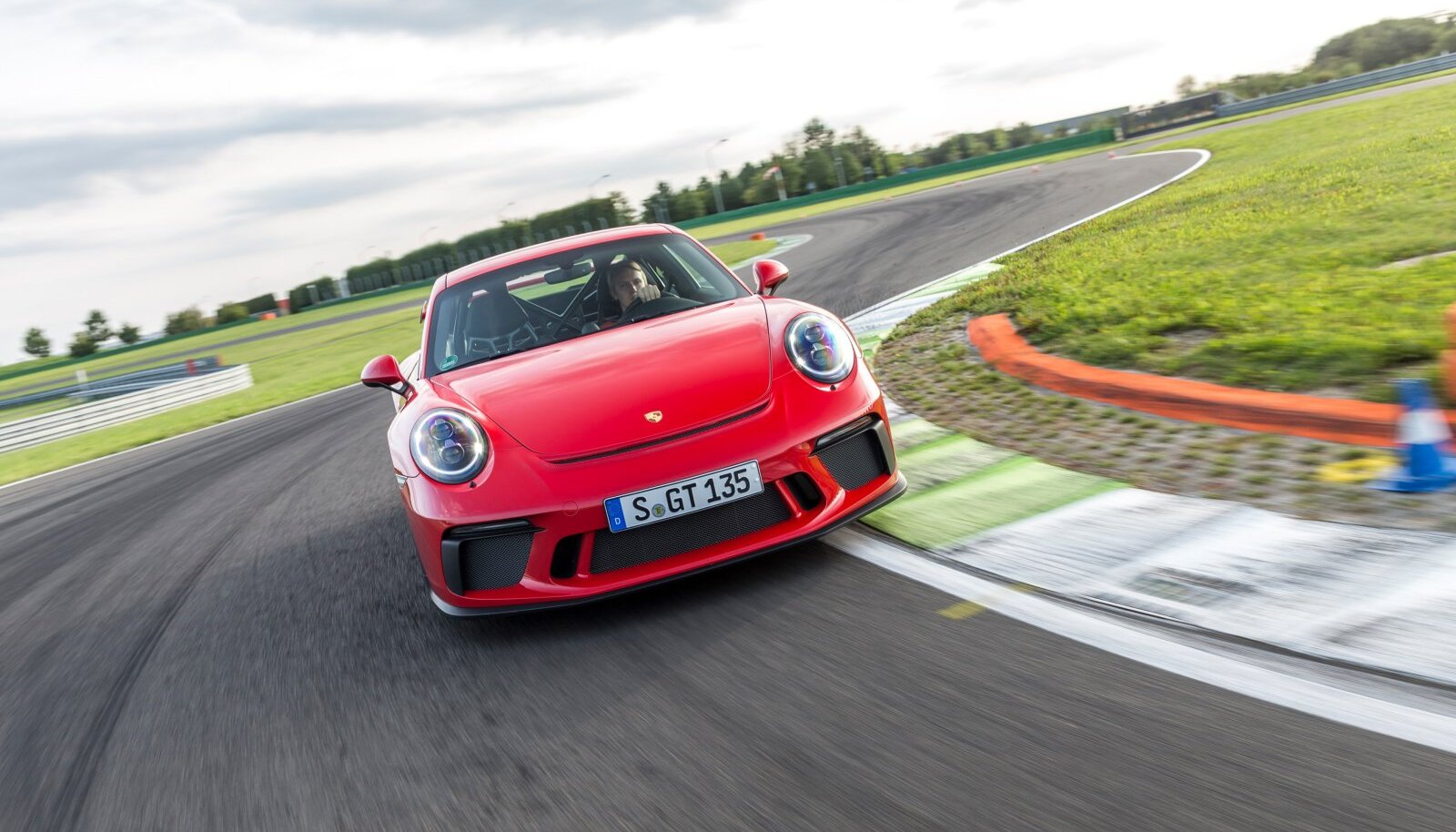 Veli Porsche roolis ringrajal